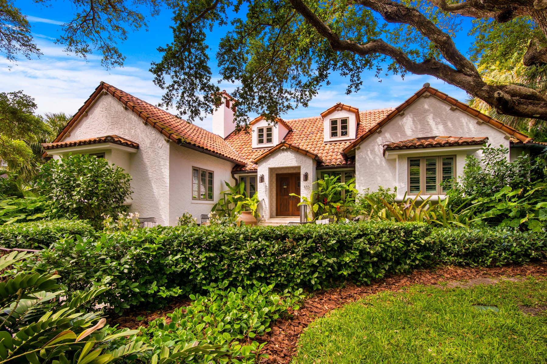 Single Family Home for Sale at Historic Cottage-Style Gem 955 Riomar Dr Vero Beach, Florida 32963 United States