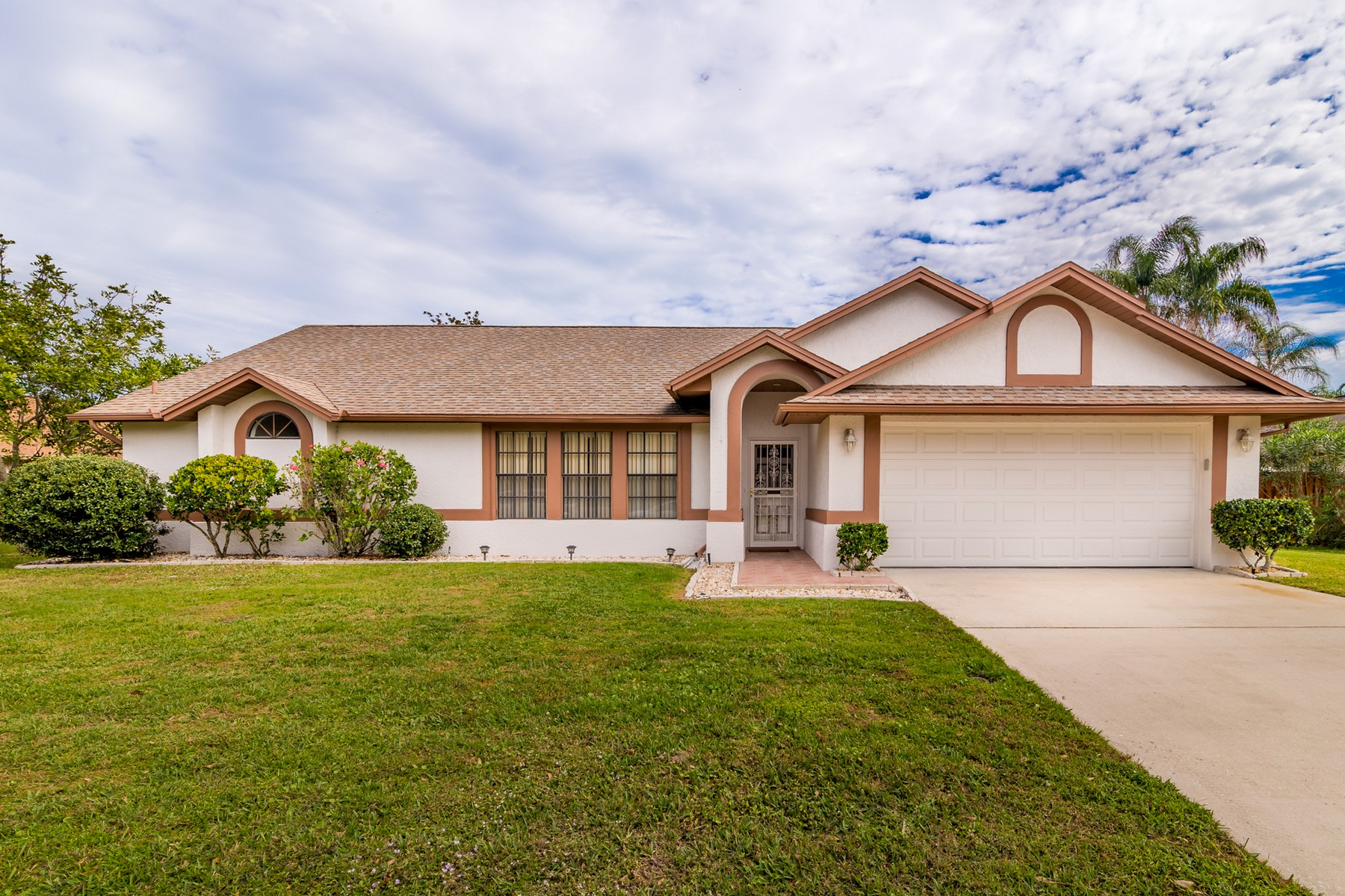 Single Family Home for Sale at Charming home in sought after Kingsmill. 2457 Kingsmill Avenue Melbourne, Florida 32934 United States