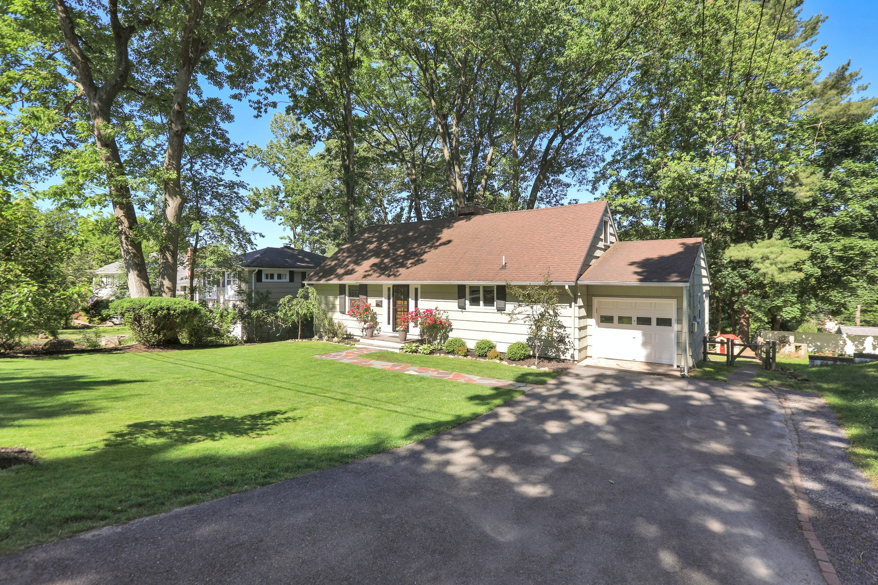 Single Family Homes for Sale at Welcome Home 21 Buckingham Drive Ramsey, New Jersey 07446 United States