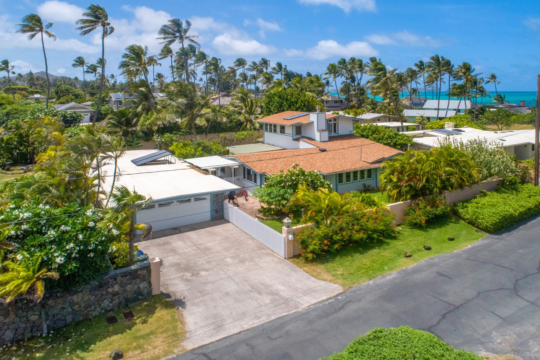 Single Family Homes for Active at Beautiful Beachside Home 160 Kaapuni Dr Kailua, Hawaii 96734 United States