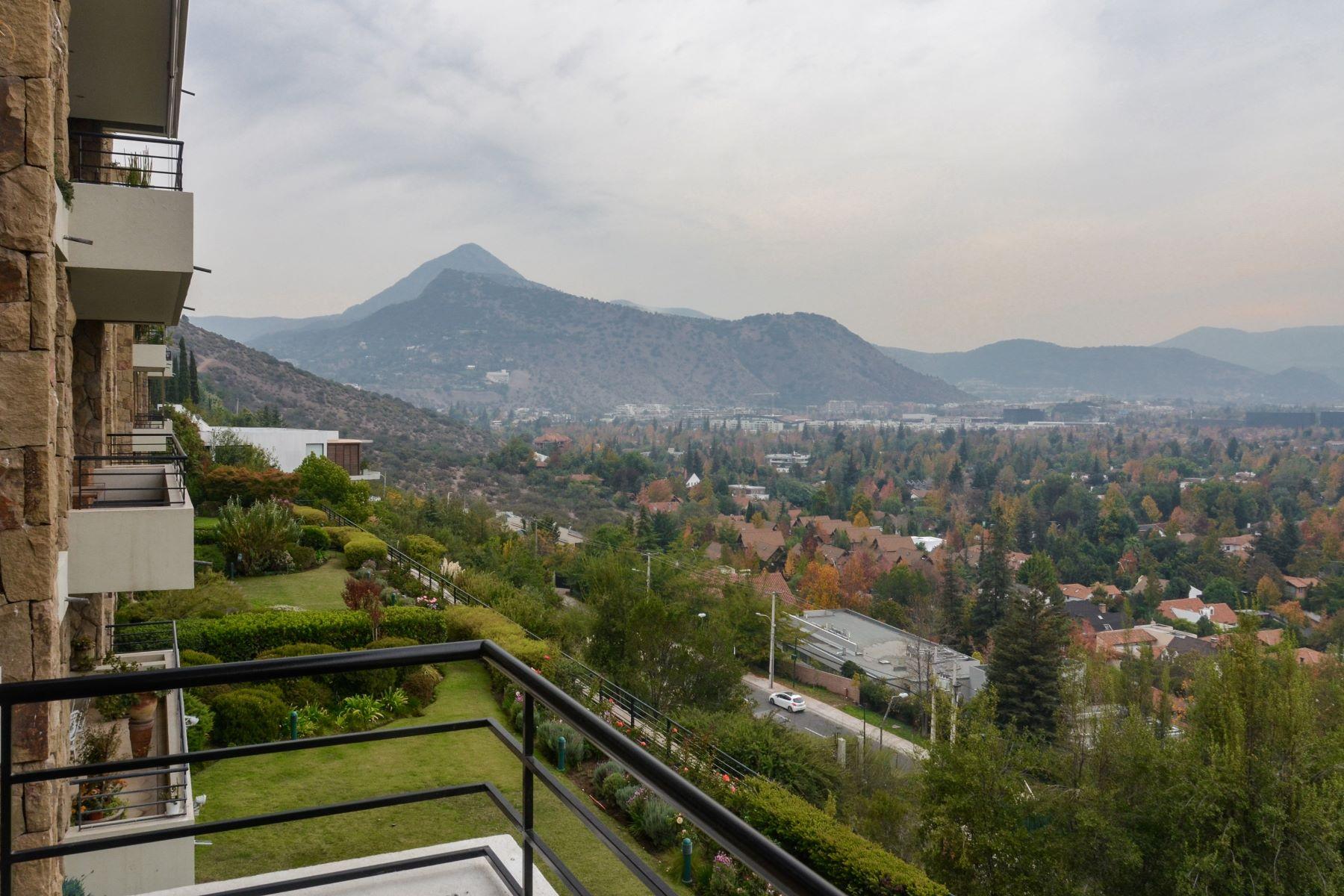 Casa Unifamiliar por un Venta en Fino departamento en Jardin de La Dehesa Lo Barnechea, Santiago, Region Metropolitana De Santiago Chile