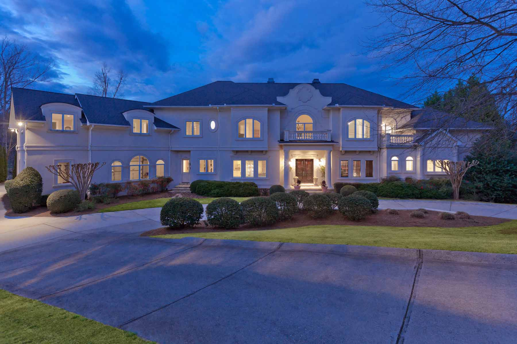 단독 가정 주택 용 매매 에 Magnificent Country Club Estate Home on Sprawling Property 1235 Stuart Ridge Alpharetta, 조지아 30022 미국