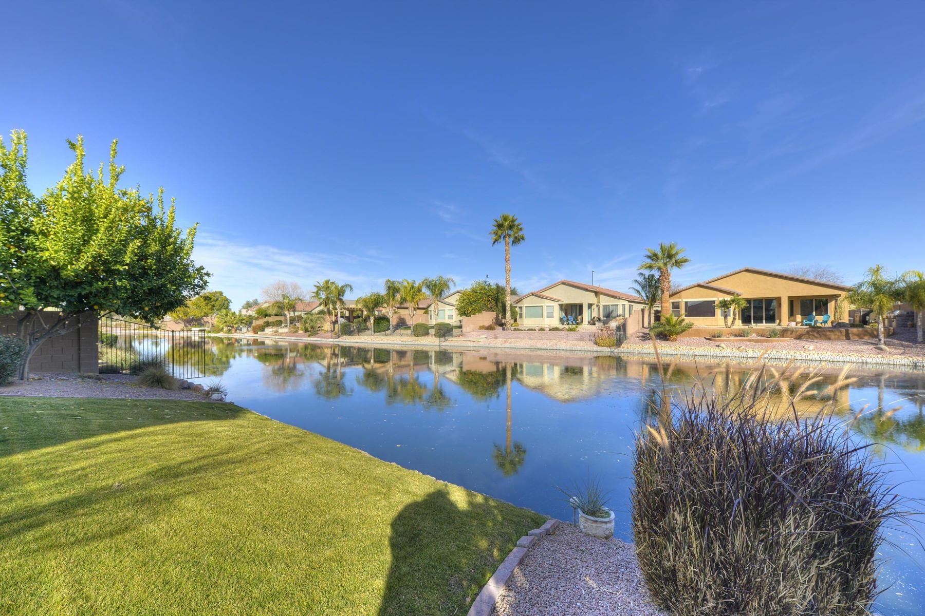 Single Family Home for Sale at Beautiful Waterfront home in Lagos Vistoso 682 E Torrey Pines Pl Chandler, Arizona 85249 United States
