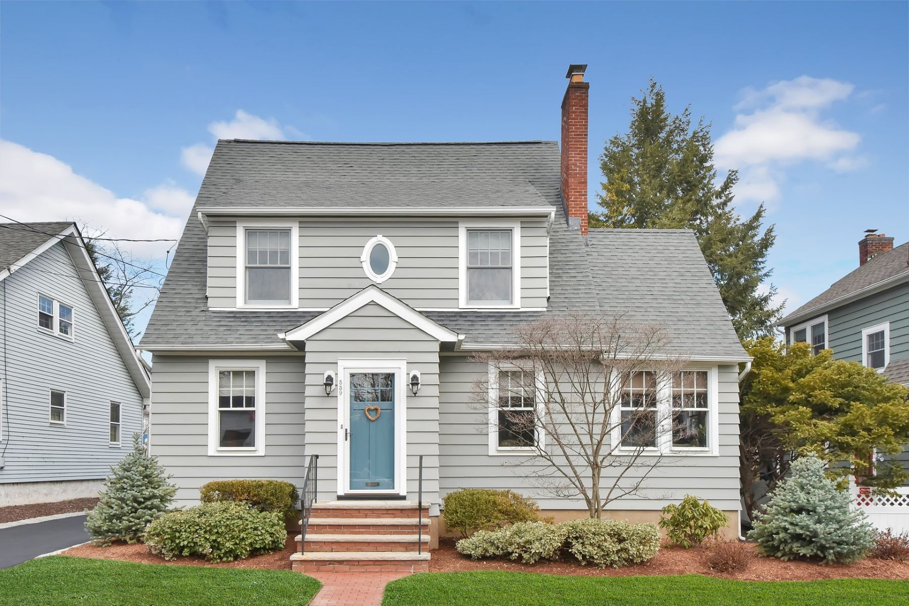 Single Family Home for Sale at A Gracious Three Bedroom Colonial In The Somerville School District. 539 Fairway Road, Ridgewood, New Jersey 07450 United States