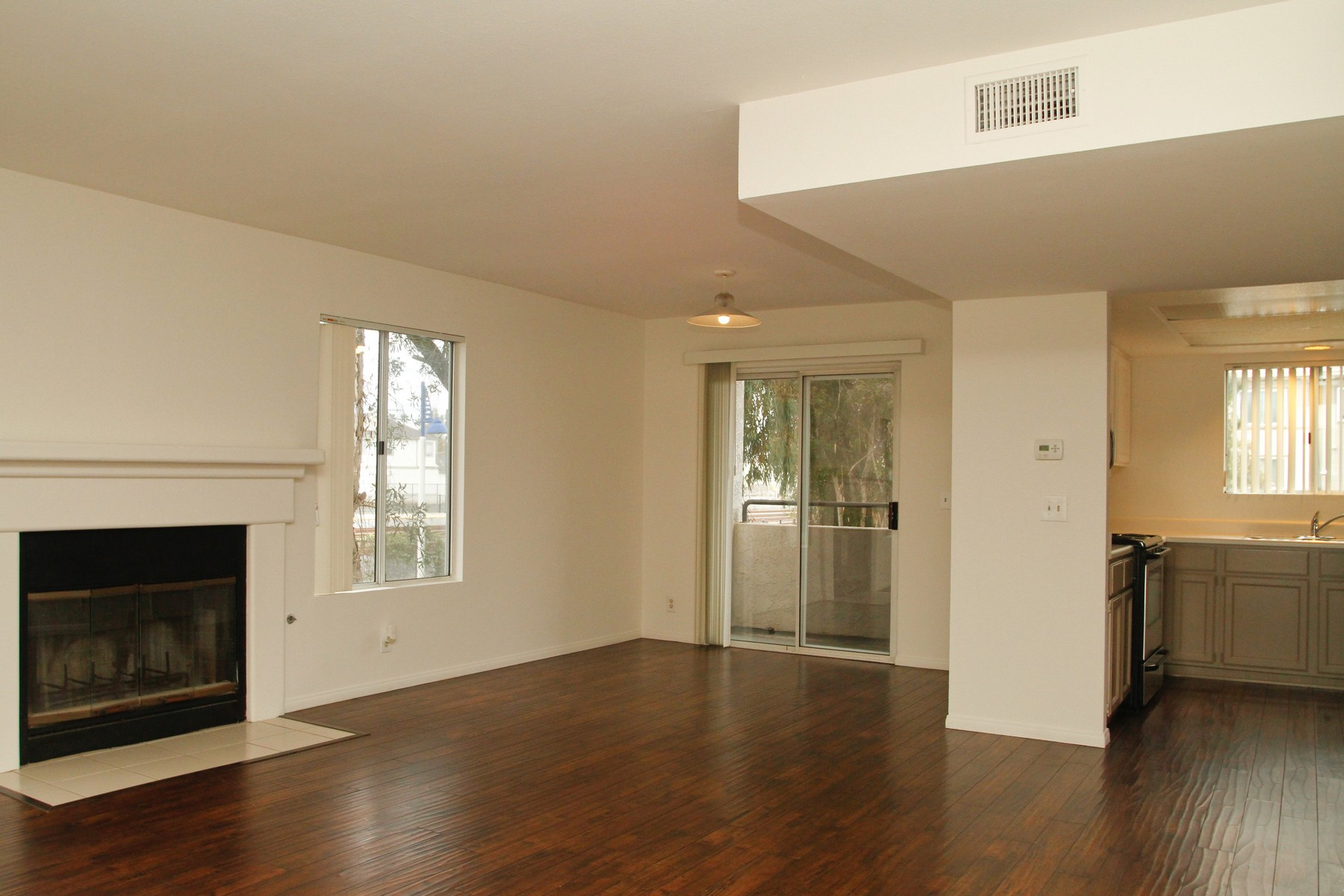 Townhouse for Sale at 514 S Myers Unit H 514 South Myers Street Unit H Oceanside, California 92054 United States