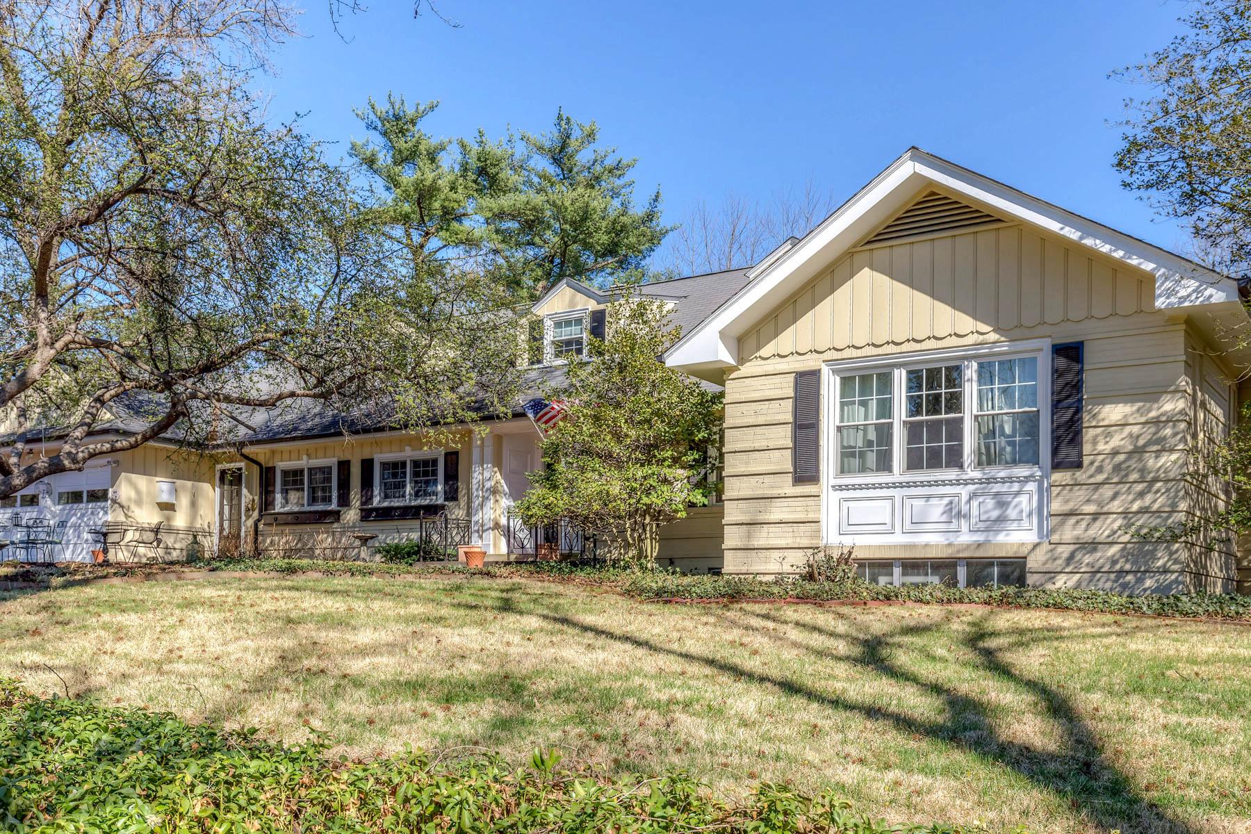 Vivienda unifamiliar por un Venta en Charming Colonial Cottage 3 Clermont Lane Ladue, Missouri, 63124 Estados Unidos