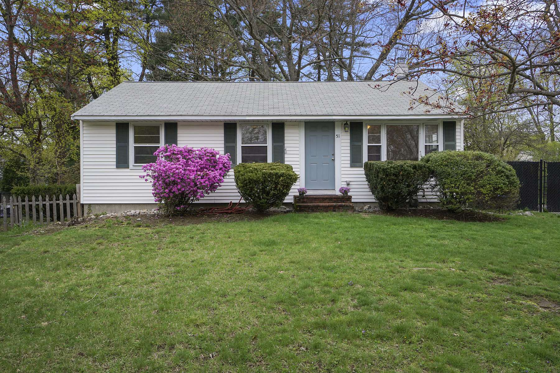 Single Family Home for Active at 51 Coolidge Road 51 Coolidge Rd Walpole, Massachusetts 02081 United States
