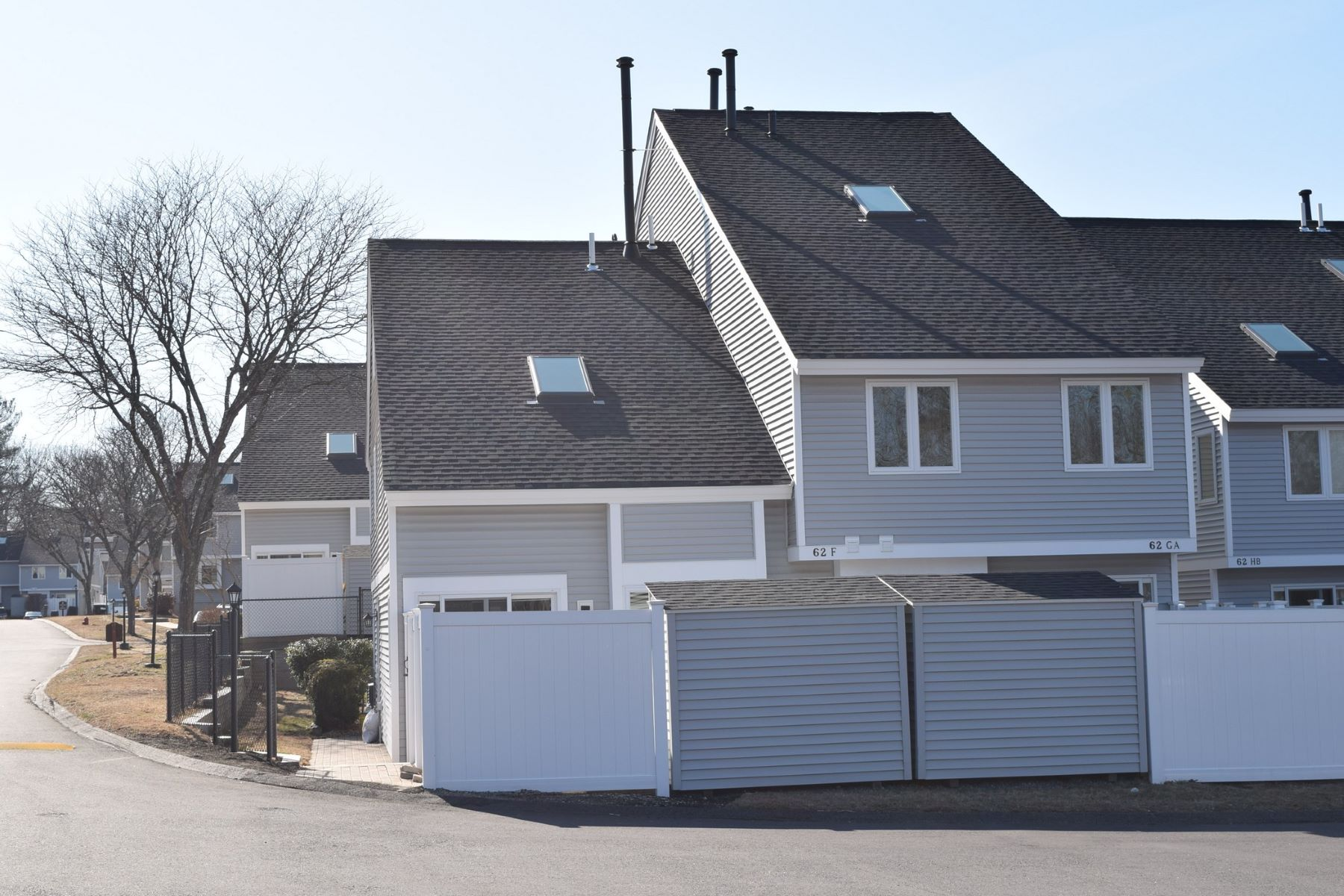 Condominiums 为 销售 在 62 Meadow Pond Drive F Leominster, 马萨诸塞州 01453 美国
