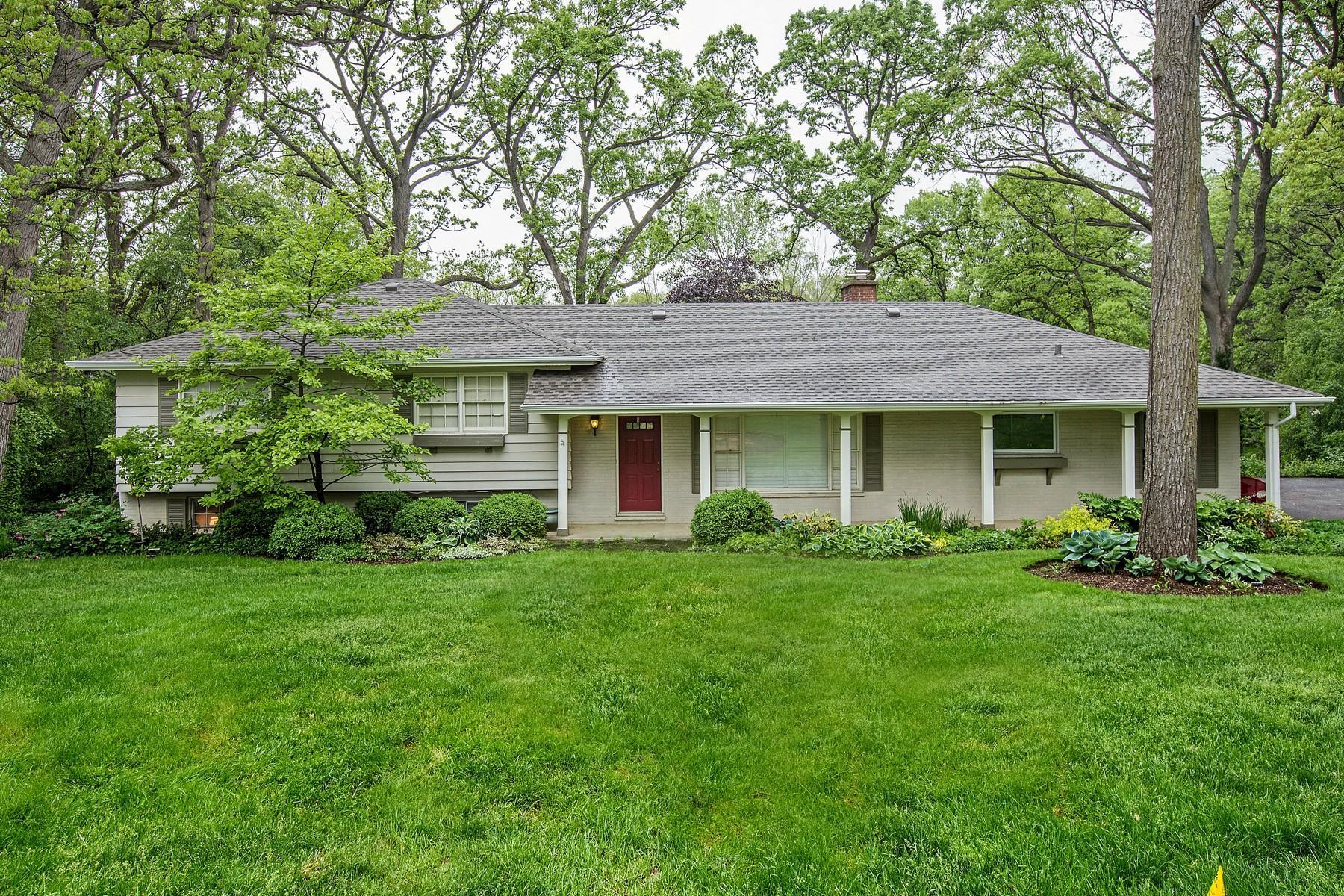 Casa Unifamiliar por un Venta en Beautiful Wooded 2.74 Acre Homesite 1152 Blackburn Drive Inverness, Illinois, 60067 Estados Unidos