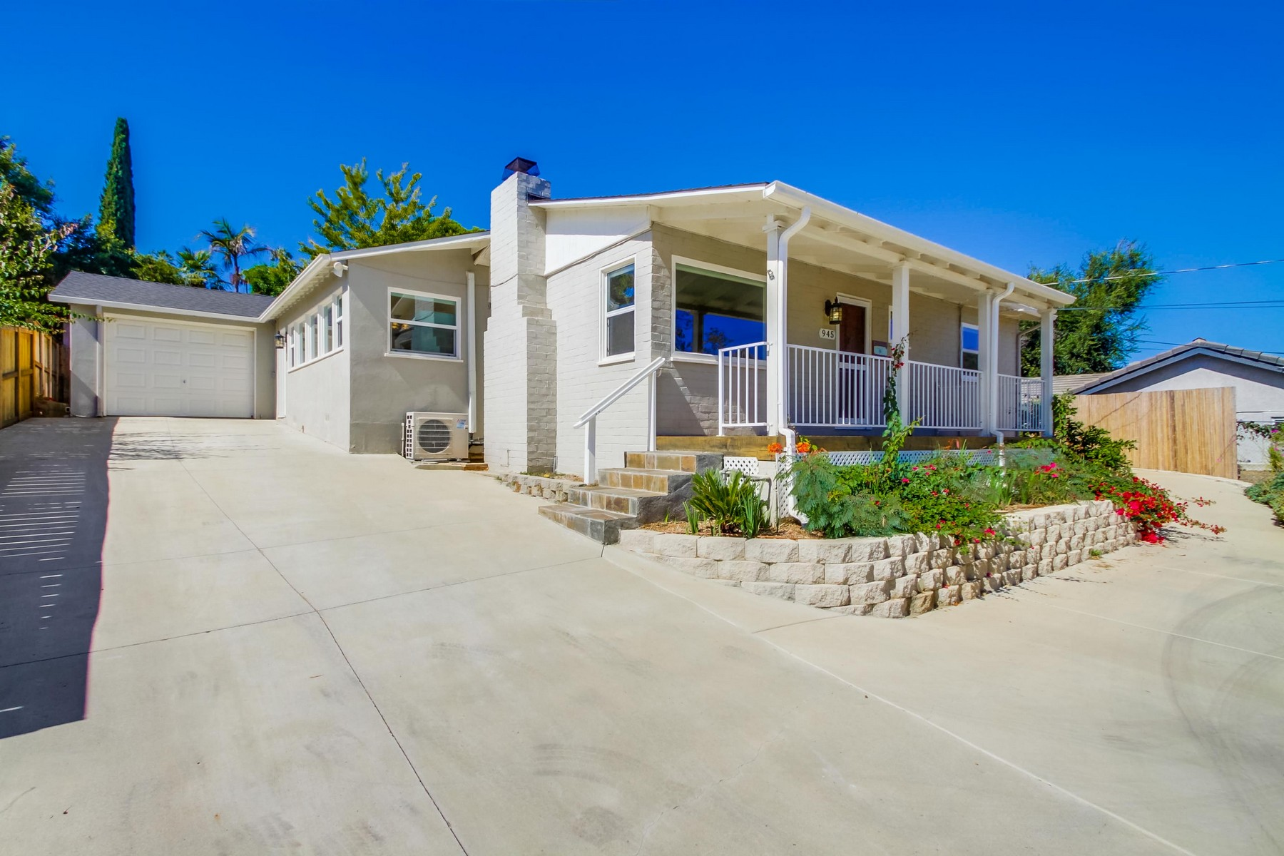 Single Family Homes for Sale at 945 Eucalyptus Avenue 945 Eucalyptus Ave Vista, California 92084 United States