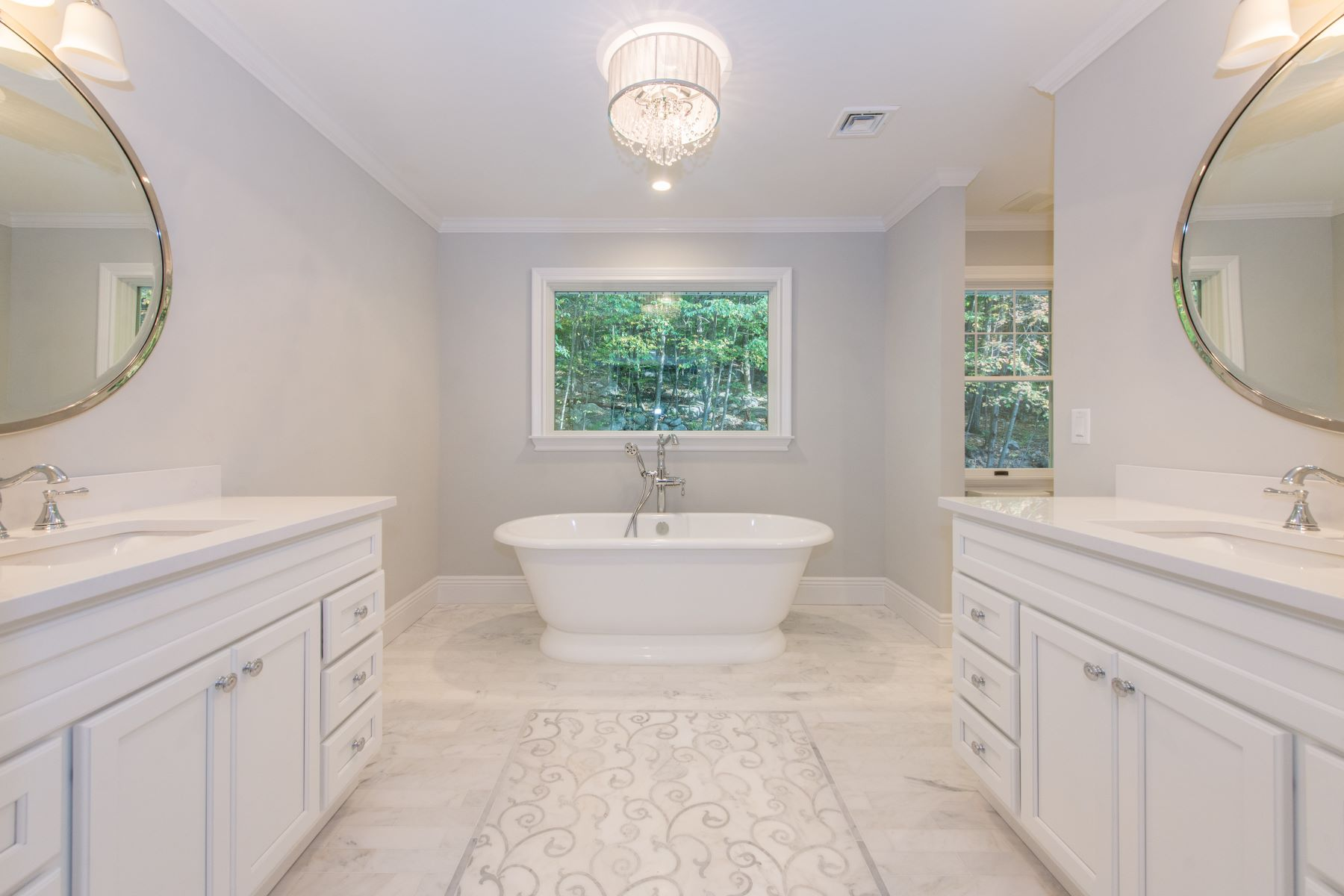 Single Family Homes for Sale at Completely Renovated Colonial in Round Hill Manor 38 Round Hill Road Kinnelon, New Jersey 07405 United States