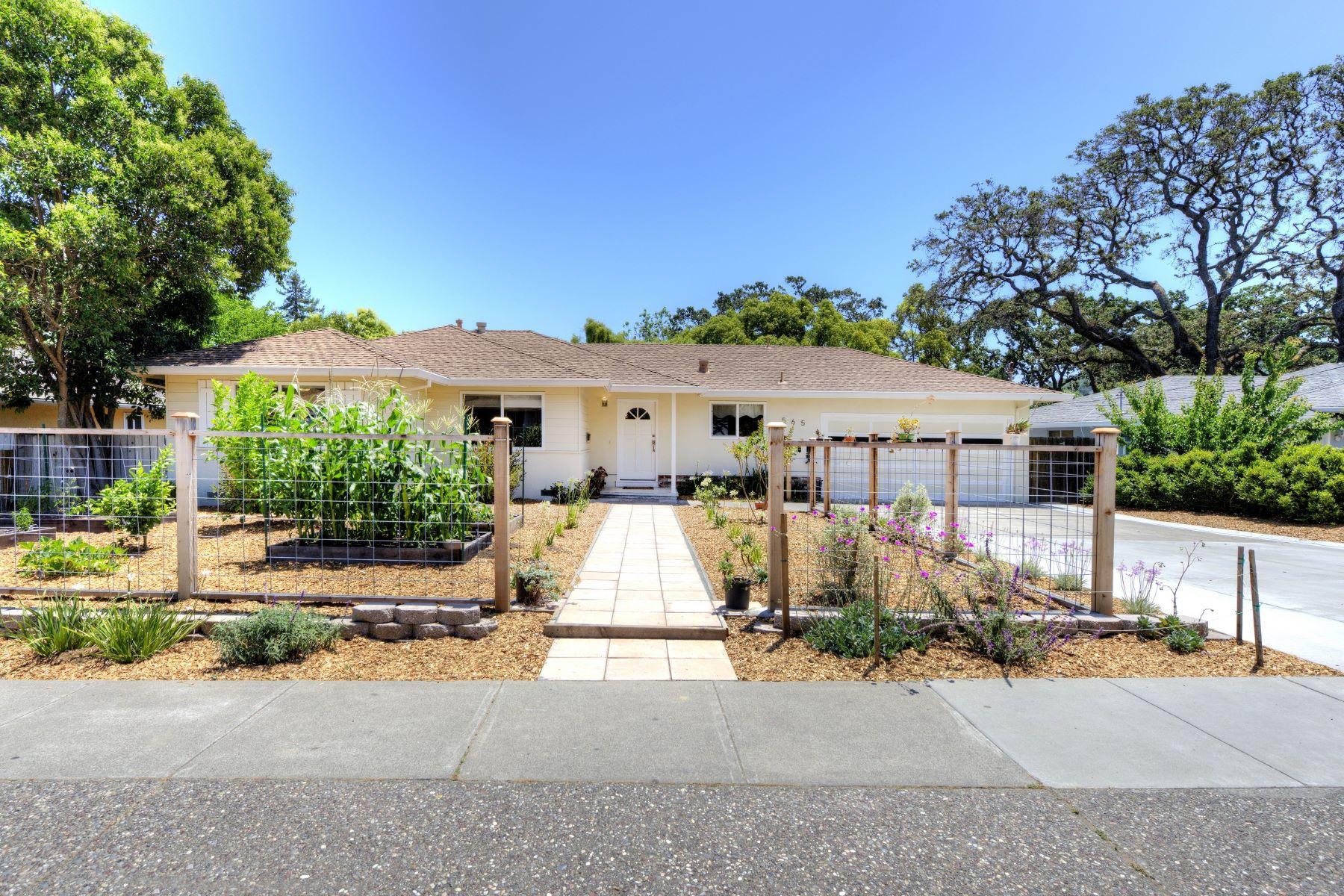 Single Family Home for Sale at Charming Single-Level Southern Novato Home 565 Arthur Street Novato, California 94947 United States