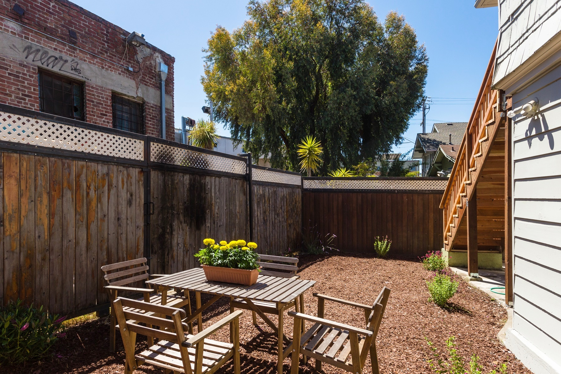 Additional photo for property listing at Charming And Sunny Duplex 2535 Chilton Way Berkeley, California 94707 Estados Unidos