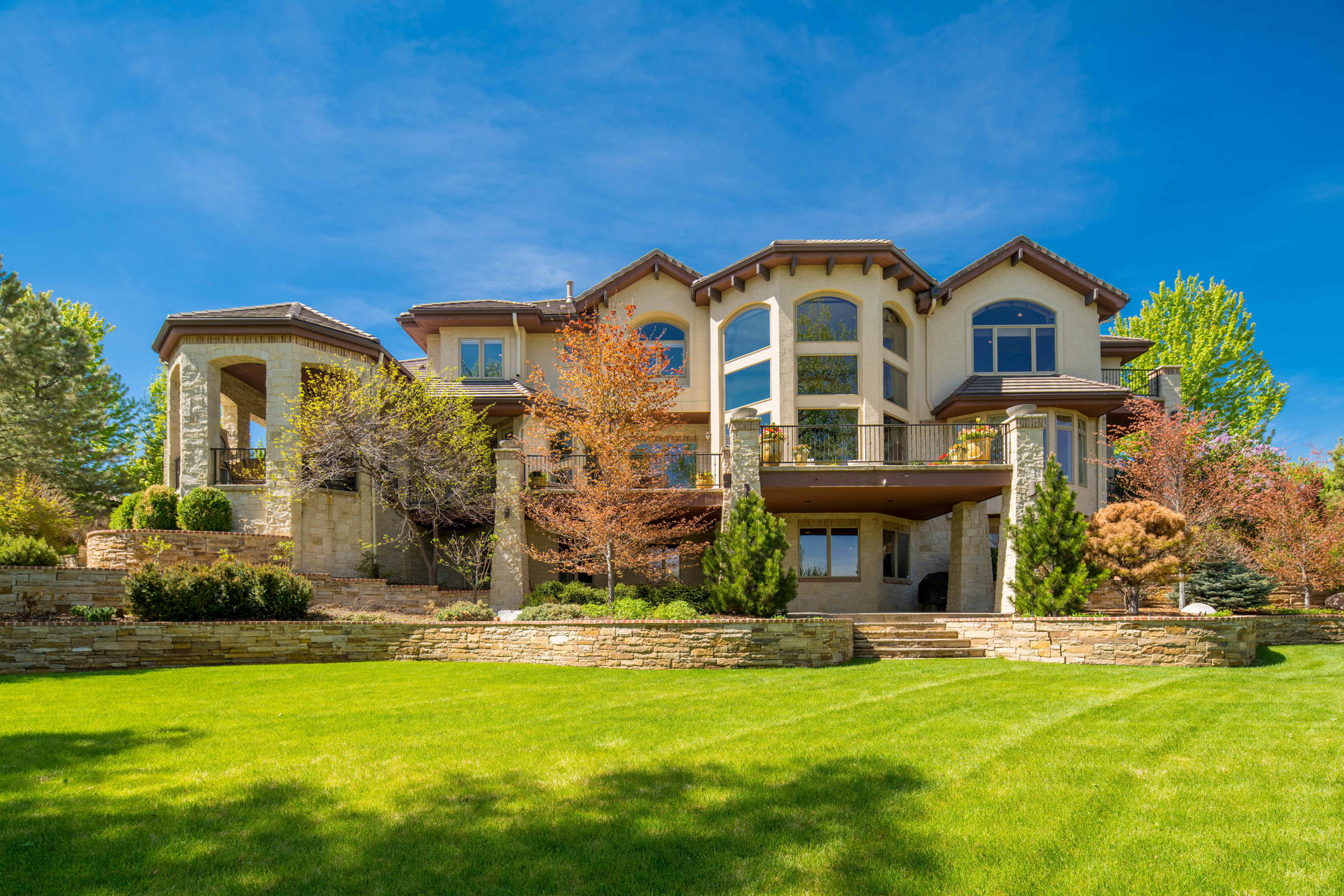 Single Family Homes для того Продажа на Spectacular Estate on One of the Most Beautiful Settings You Can Imagine! 5480 S Highline Circle, Greenwood Village, Колорадо 80121 Соединенные Штаты