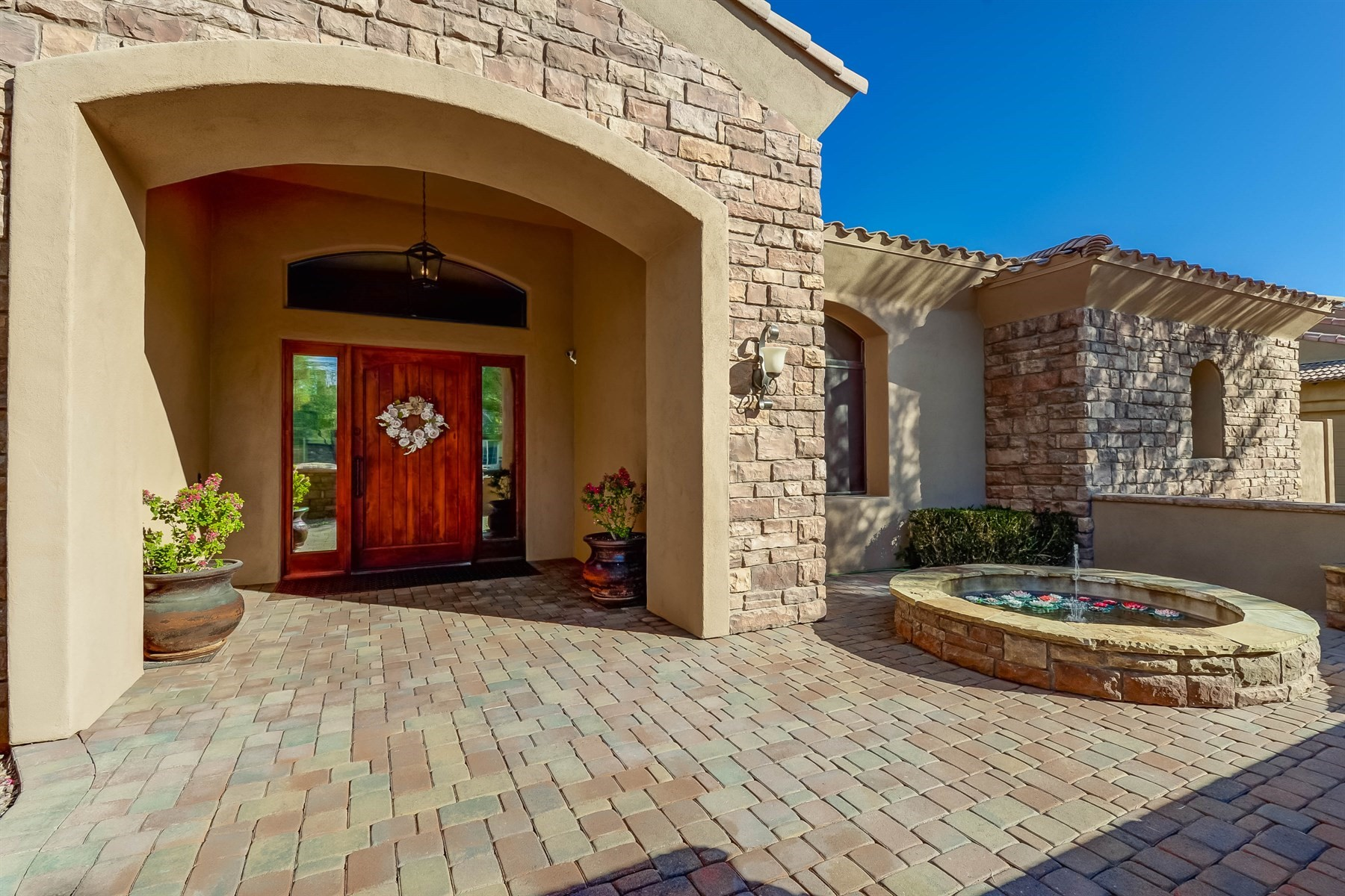 Single Family Home for Sale at Amazing Custom Single Story Home 2998 E Waterman Way, Gilbert, Arizona, 85297 United States