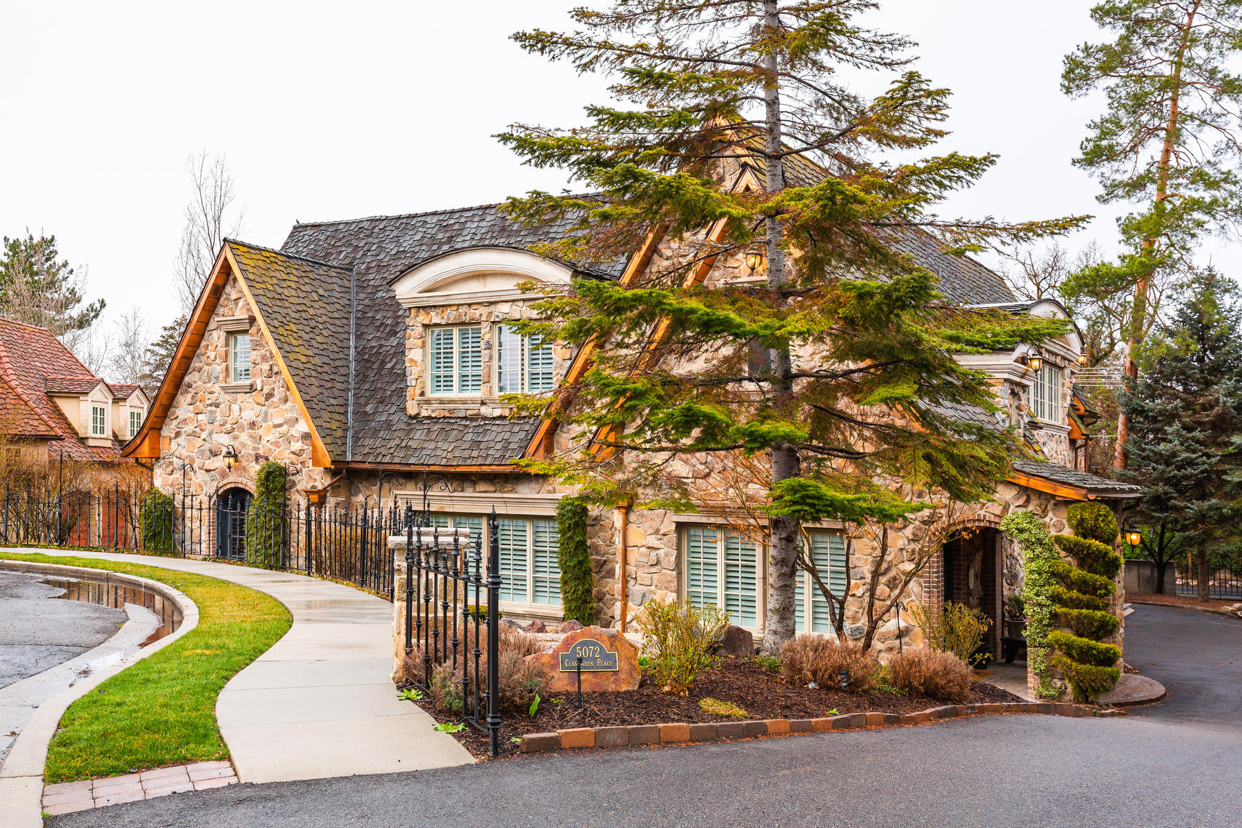 Single Family Homes for Sale at Stunning Holladay Masterpiece 5072 S Clarenden Pl Holladay, Utah 84117 United States