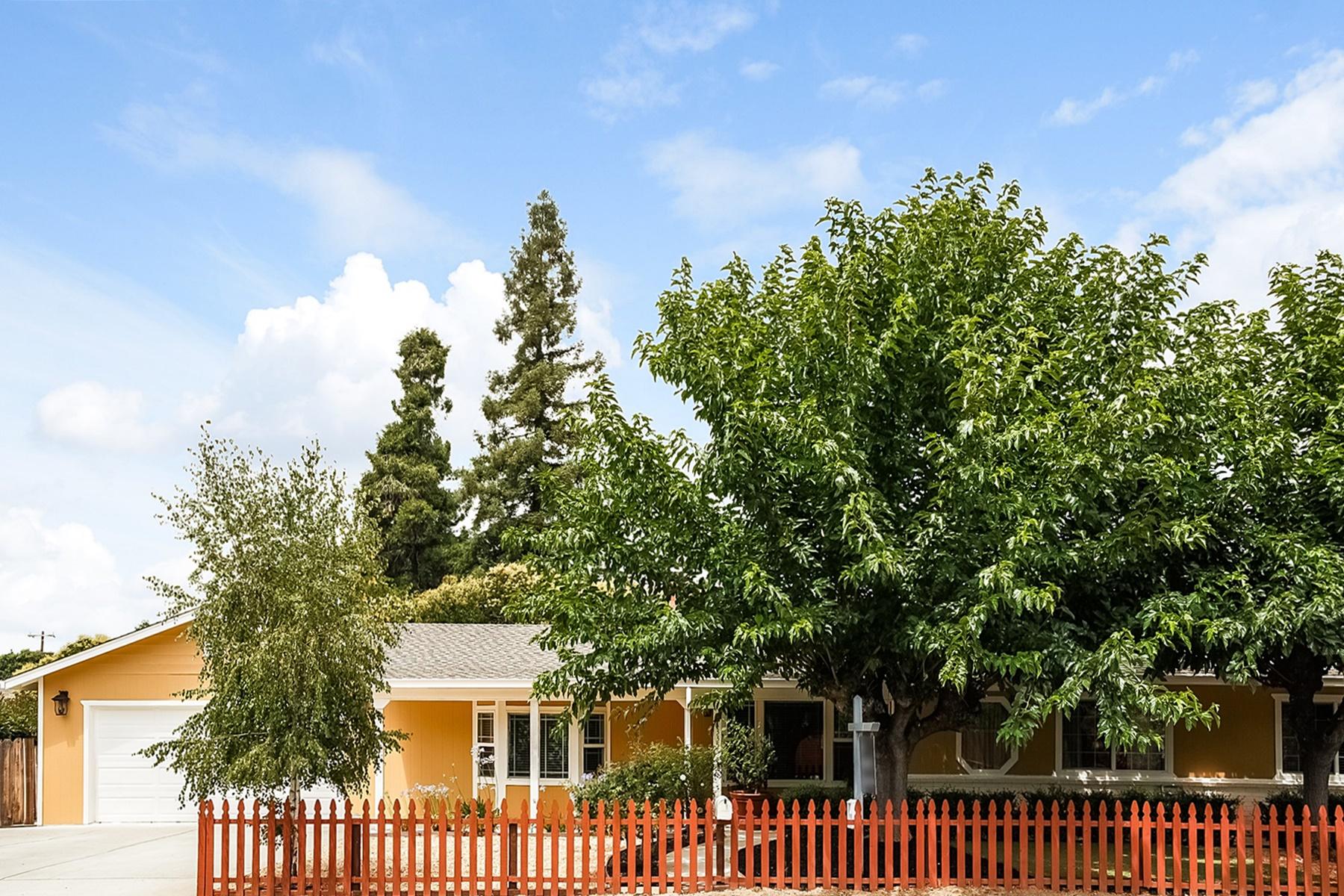 Casa Unifamiliar por un Venta en Charming Ranch Home 3355 Cowell Road Concord, California 94518 Estados Unidos