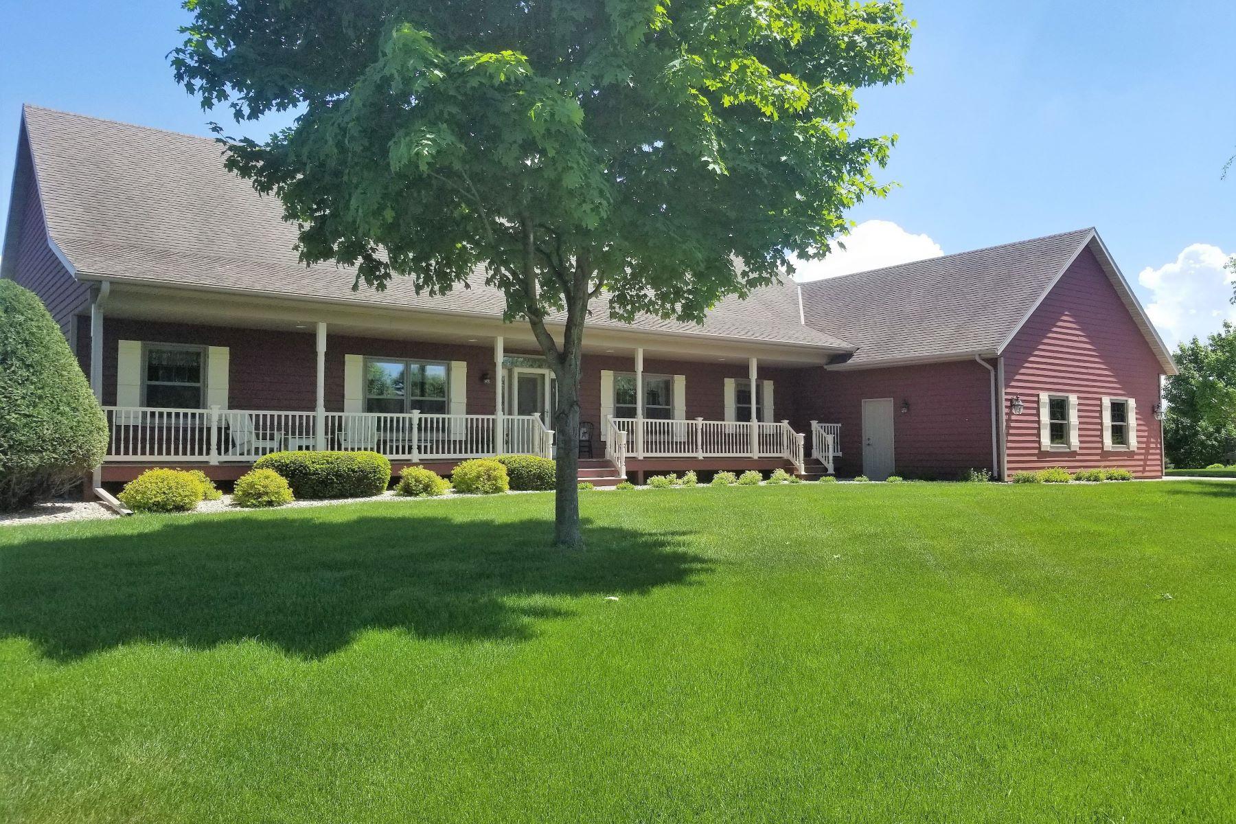 Single Family Homes voor Verkoop op 1401 Rockbend Parkway, St. Peter, Minnesota 56082 Verenigde Staten