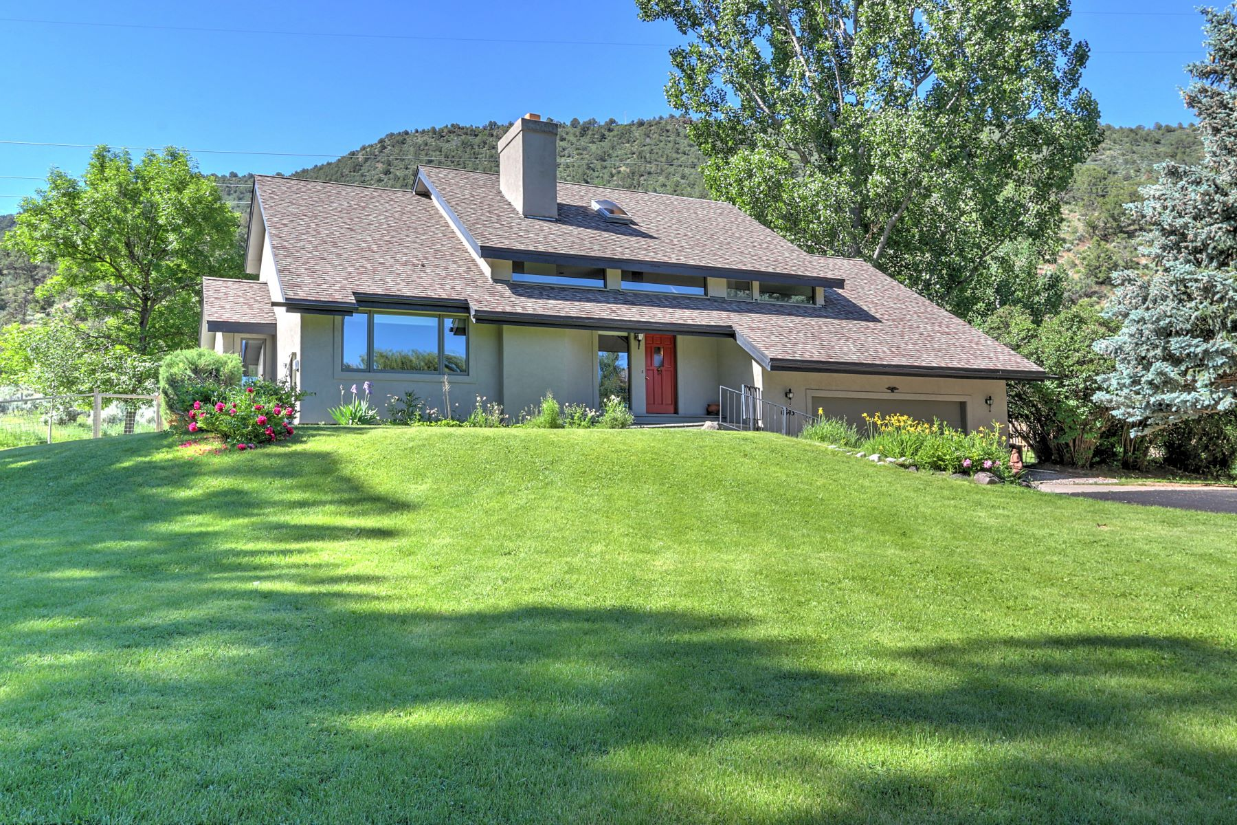 Single Family Homes 용 매매 에 PRIVATE AND PEACEFUL 543 Westbank Road, Glenwood Springs, 콜로라도 81601 미국