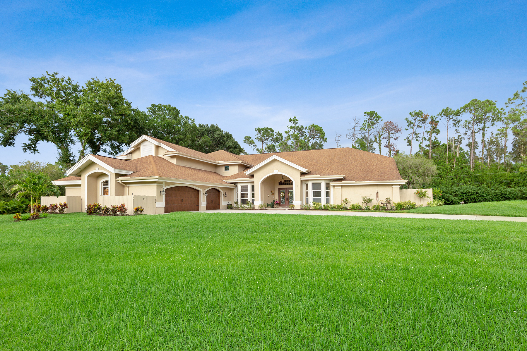 Single Family Homes for Sale at BRIARCLIFF DOWNS 15751 Triple Crown Court Fort Myers, Florida 33912 United States