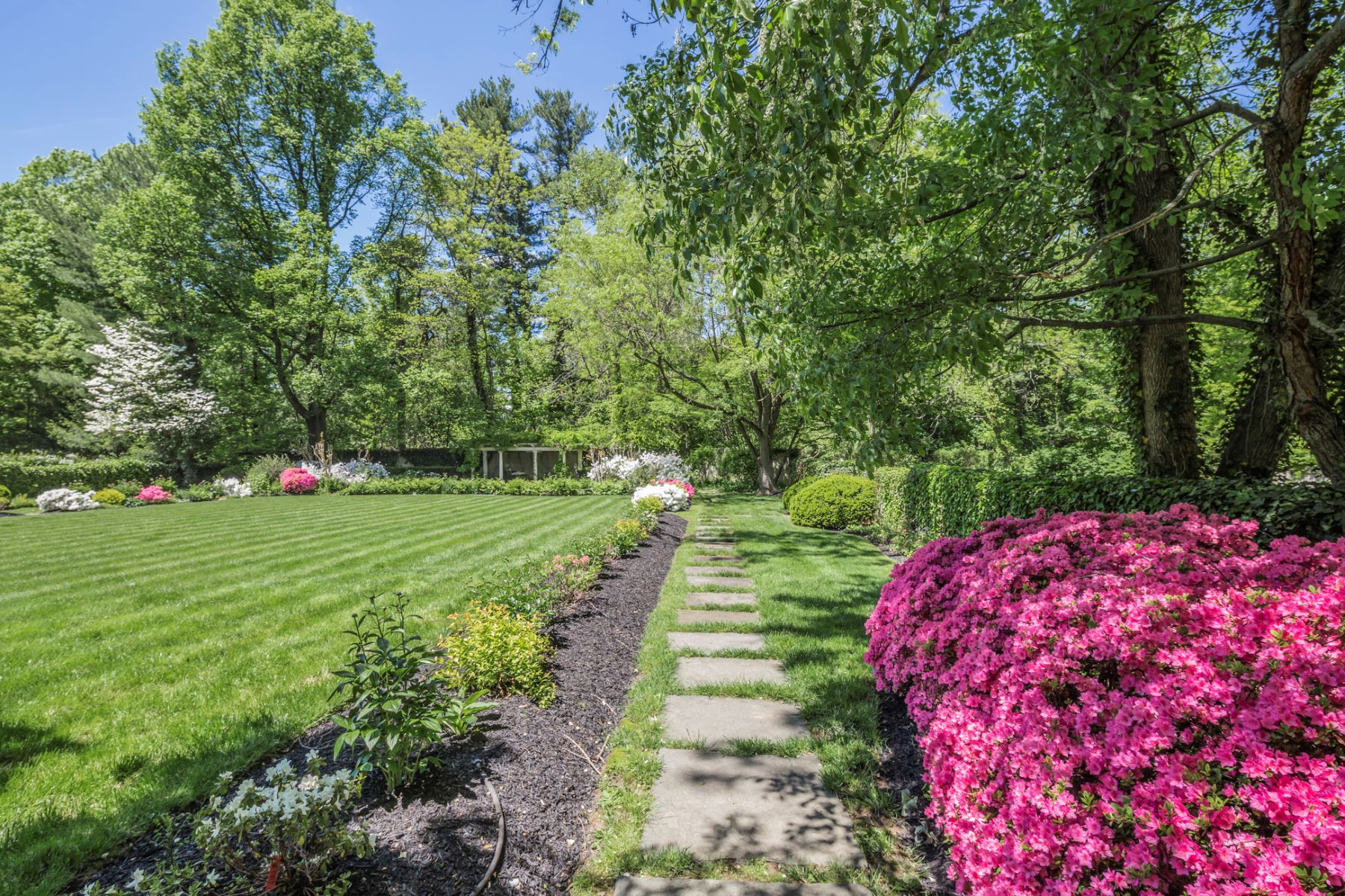Additional photo for property listing at Turning Heads on Hodge Road for Almost A Century 149 Hodge Road, Princeton, New Jersey 08540 Stati Uniti