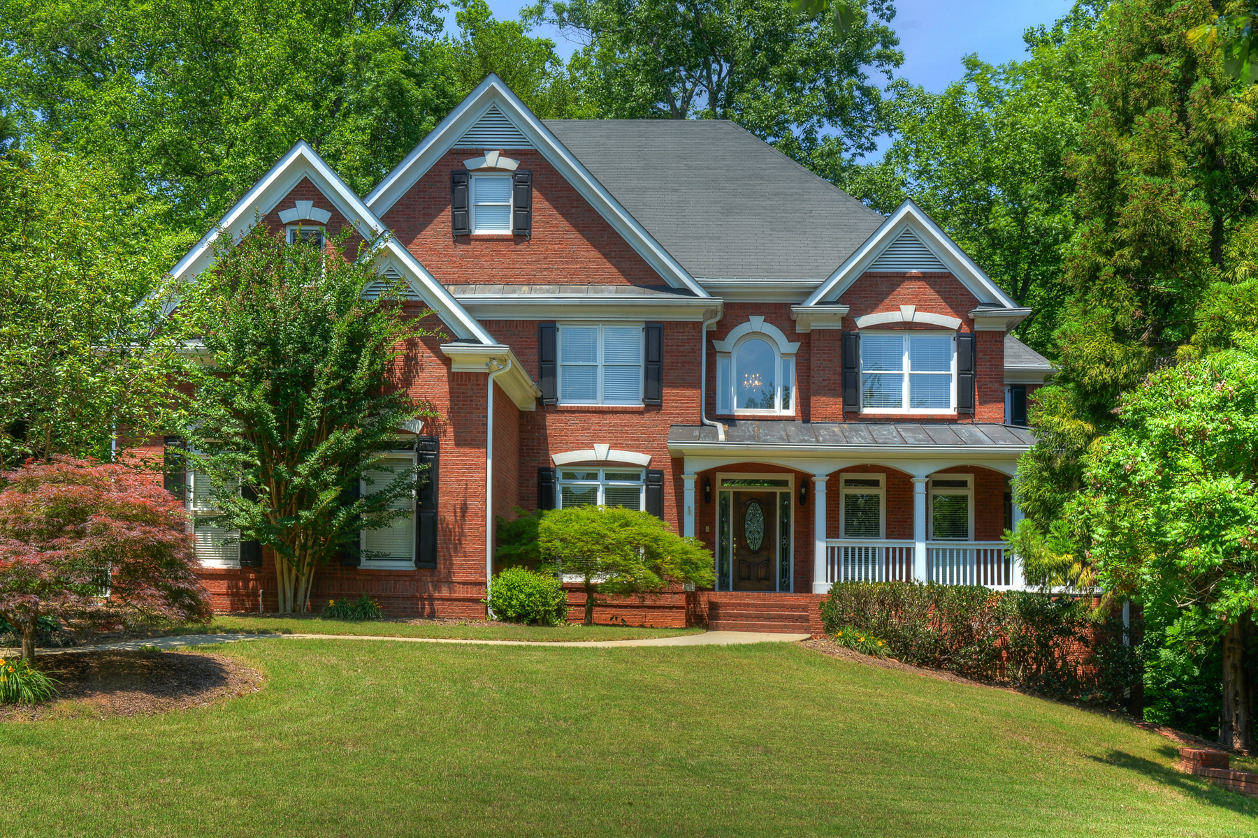 Частный односемейный дом для того Продажа на Brick Beauty With Southern Charm In Sought After Sugar Mill 300 Falling Creek Bend Johns Creek, Джорджия, 30097 Соединенные Штаты