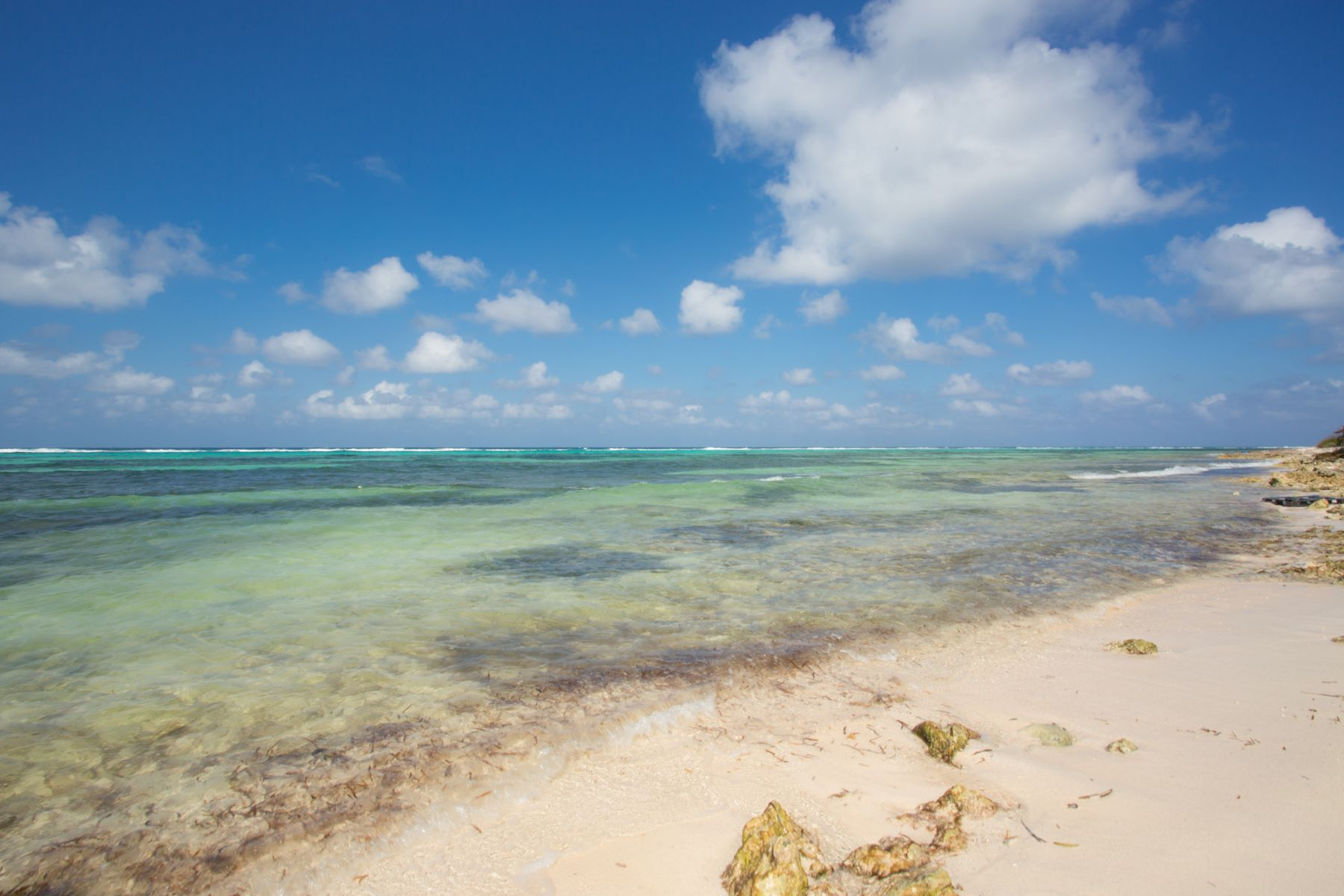 Additional photo for property listing at Saltaire, Queen's Highway North Side, Gran Caimán Islas Caimán