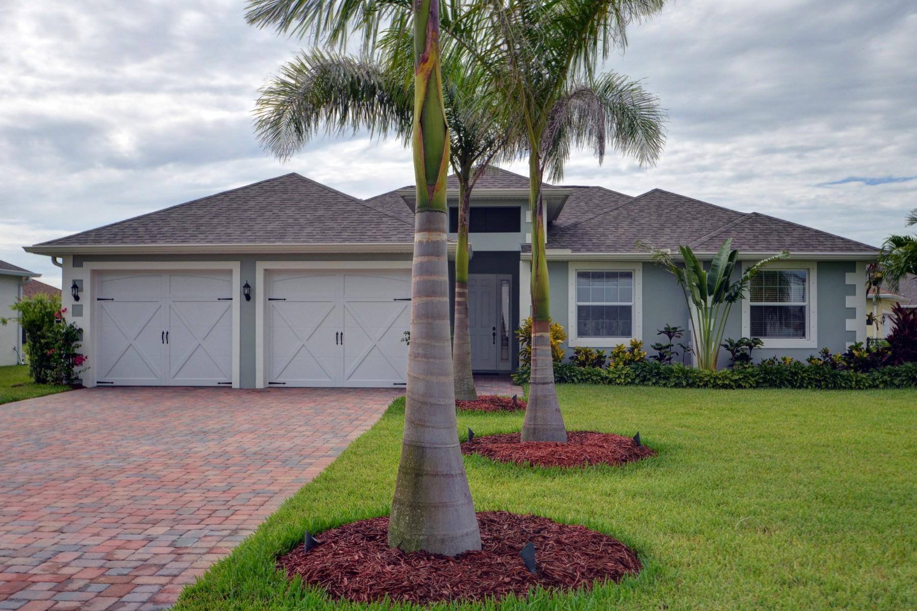 Частный односемейный дом для того Продажа на Like New Custom Home 615 Gossamer Wing Way Sebastian, Флорида, 32958 Соединенные Штаты