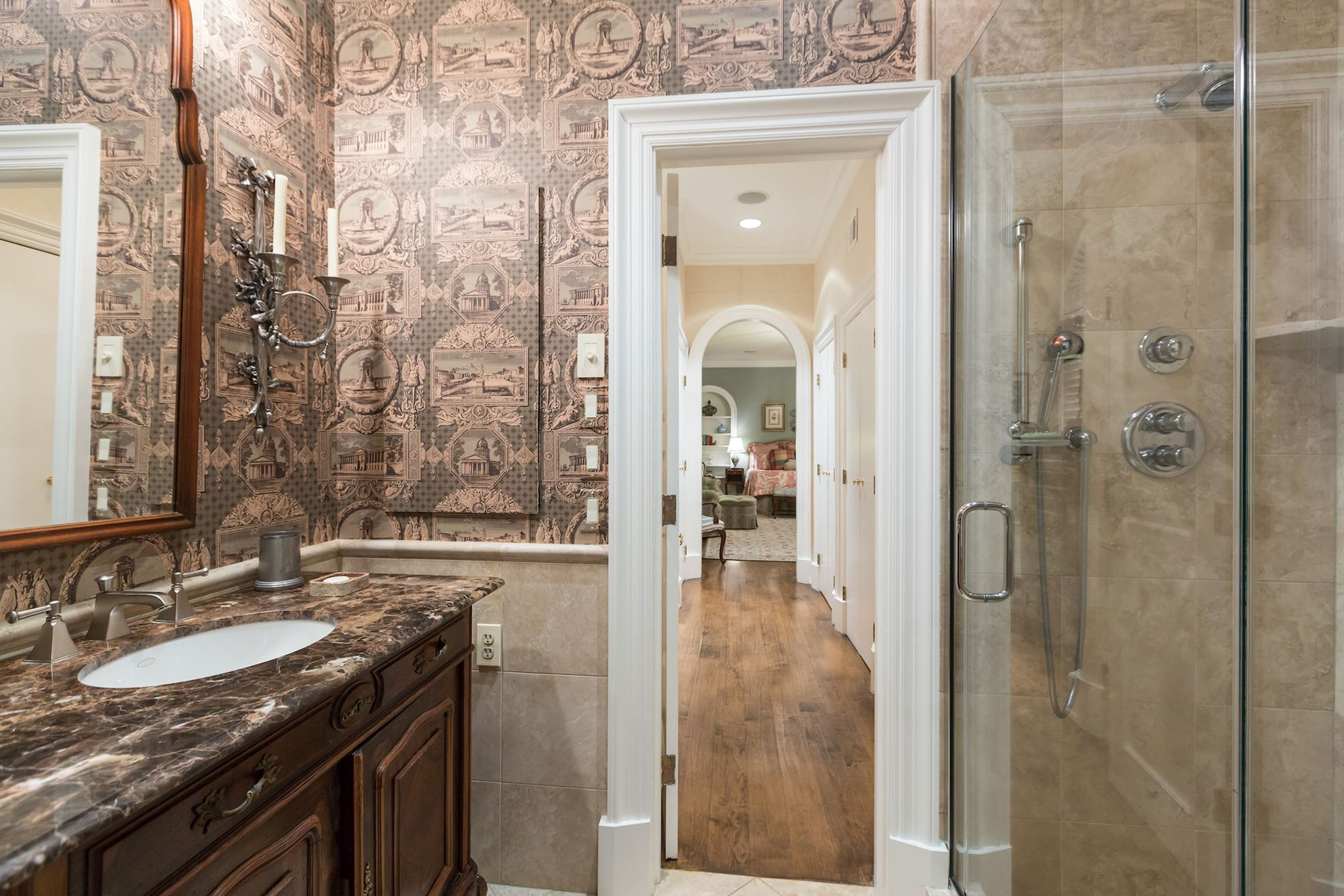Additional photo for property listing at La Maison 1111 Crest Lane McLean, Virginia 22101 Stati Uniti