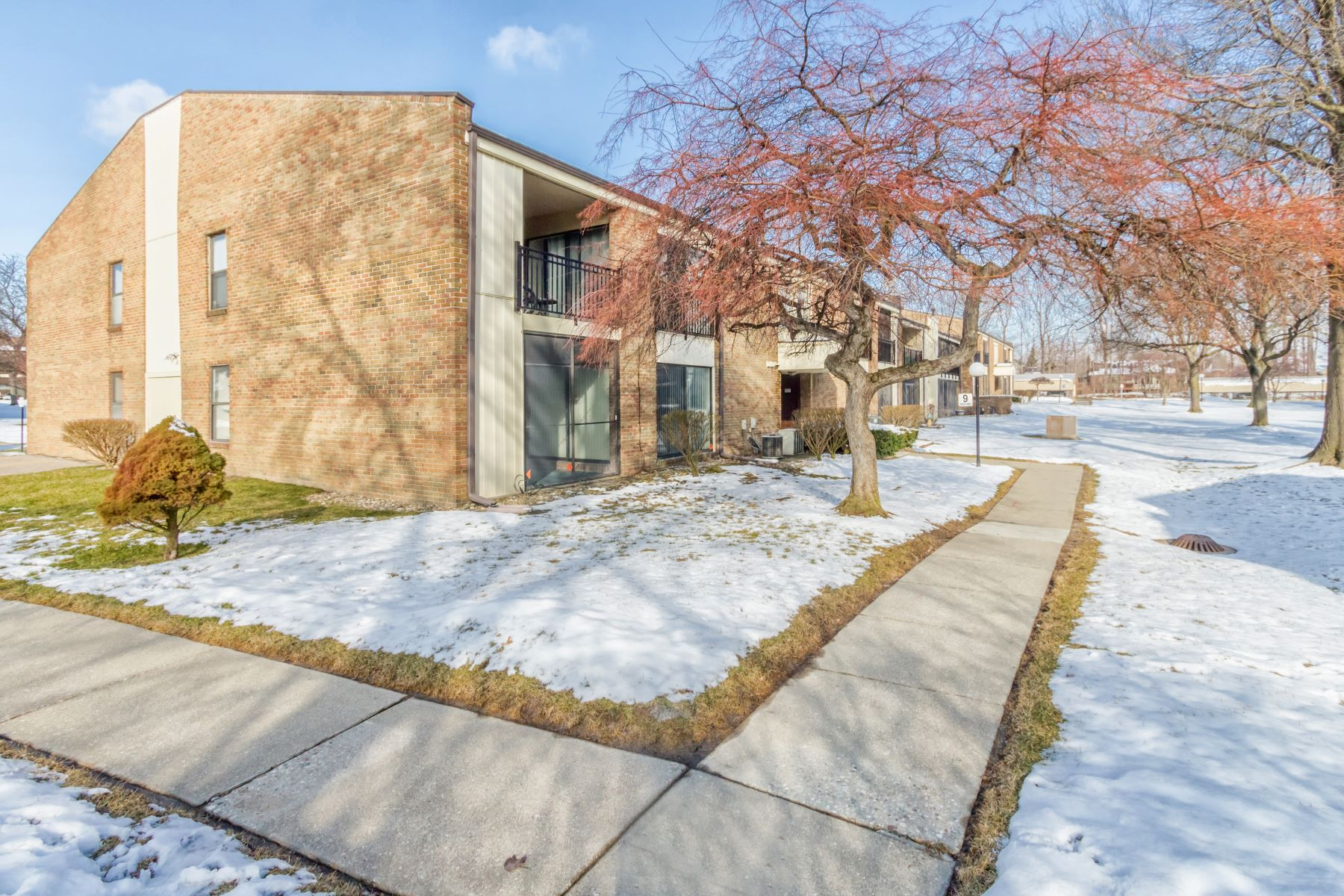 Condominiums for Sale at Livonia 18431 University Park Frive Livonia, Michigan 48152 United States
