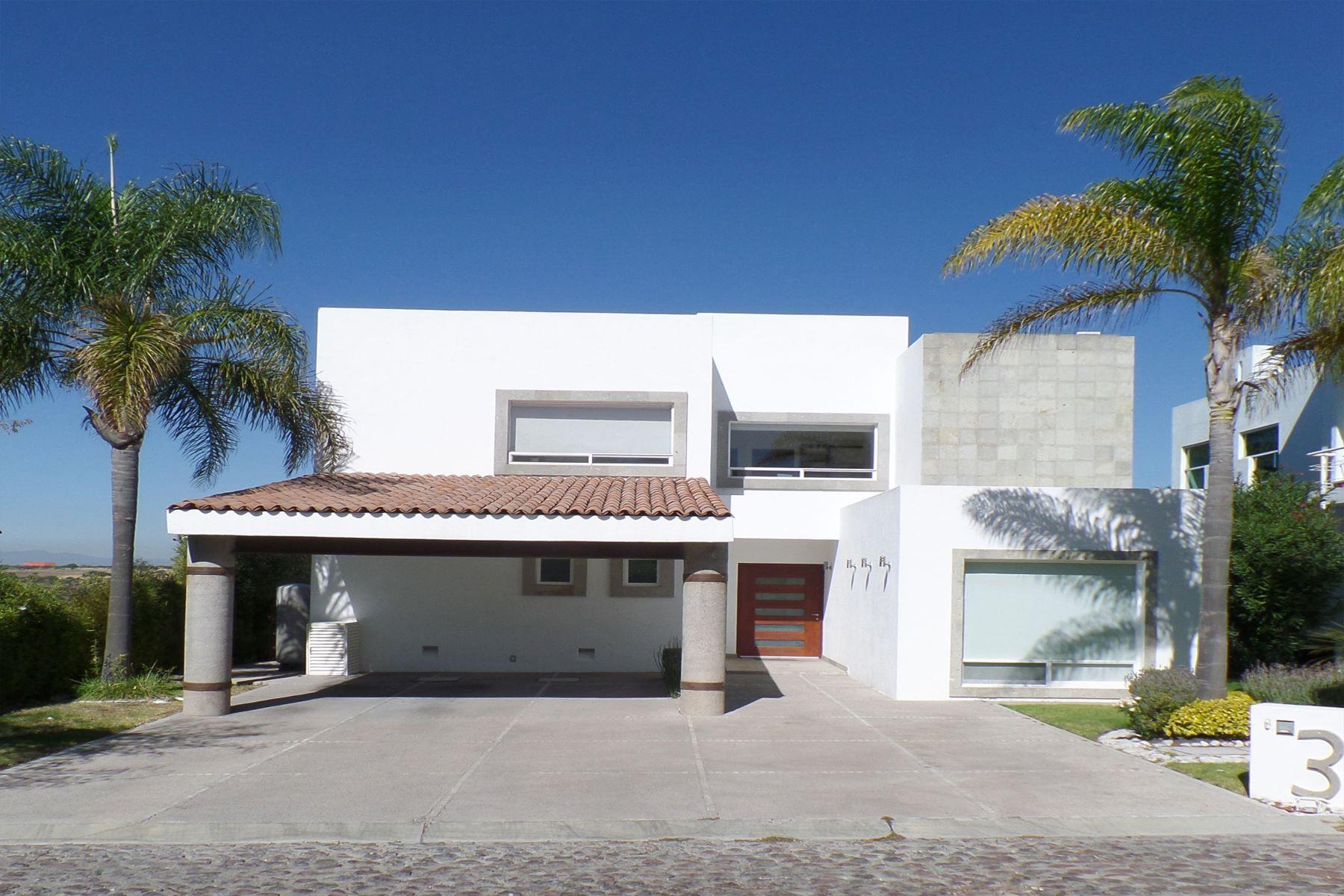 Частный односемейный дом для того Продажа на Casa Lucía Queretaro, Queretaro, 76146 Мексика