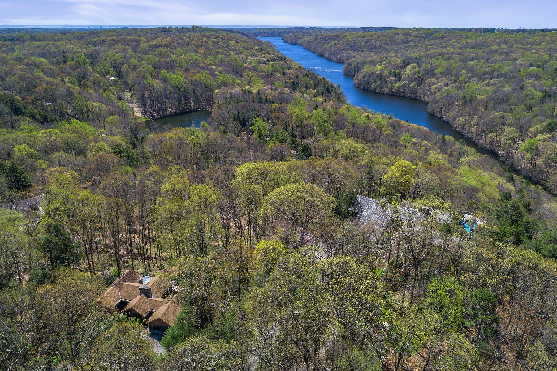 Additional photo for property listing at Room With A View 34 Robin Hood Road Pound Ridge, New York 10576 United States