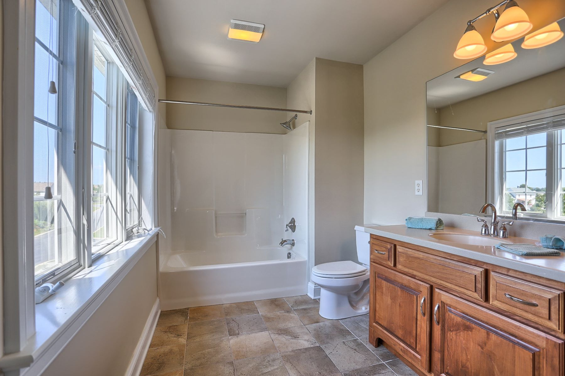 Additional photo for property listing at 344 Royal Hunt Way  Lititz, Pennsylvania 17543 Estados Unidos
