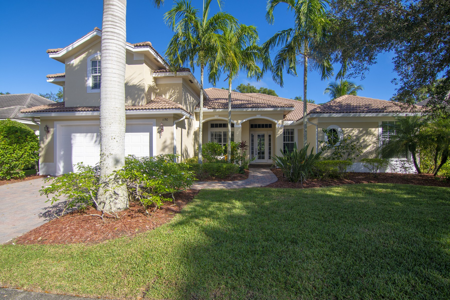 Additional photo for property listing at Beautifully Appointed Four Bedroom Pool Home 1150 Buckhead Drive SW Vero Beach, Florida 32968 United States