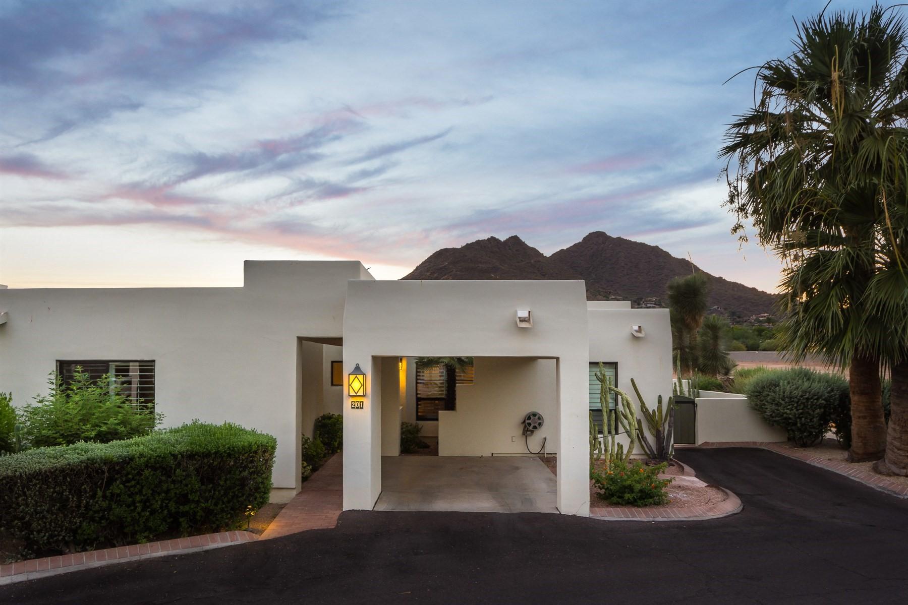 Maison accolée pour l Vente à Single level townhome in the highly sought after community of Casa Blanca 5101 N Casa Blanca Dr #201 Paradise Valley, Arizona, 85253 États-Unis