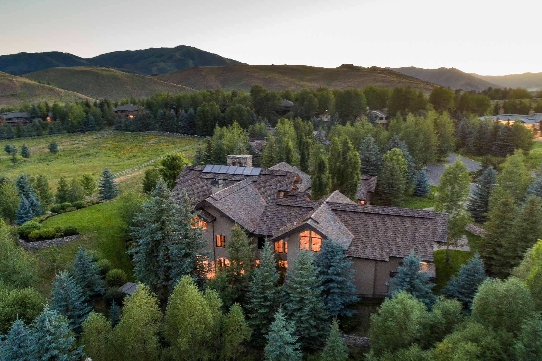 Additional photo for property listing at Luxury Sun Valley Estate 111 Sagewillow Rd 太阳谷, 爱达荷州 83353 美国
