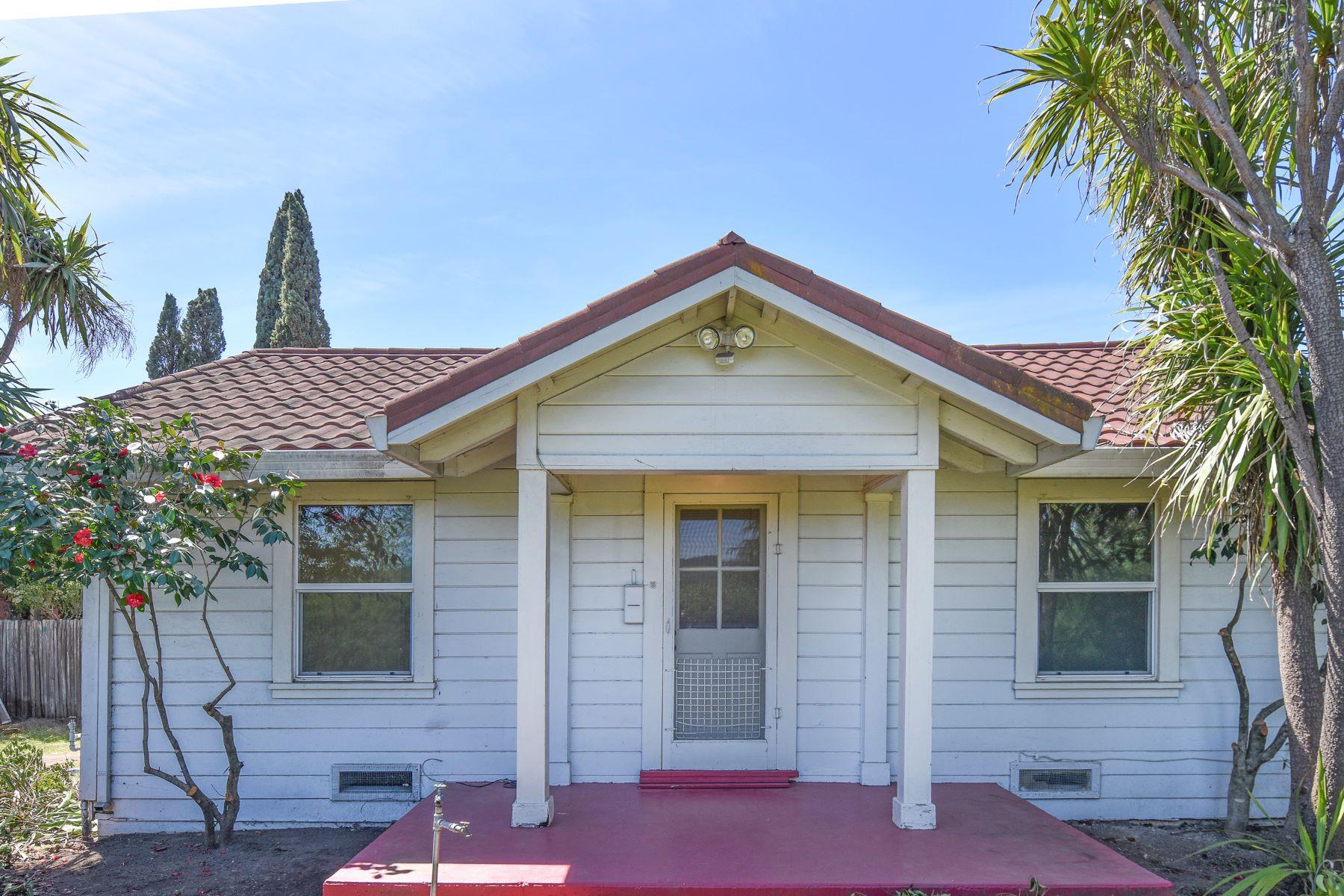 Частный односемейный дом для того Продажа на A Cottage with Inspiring Possibilities on an Exceptional Parcel 1231 Mountain View Avenue St. Helena, Калифорния 94574 Соединенные Штаты