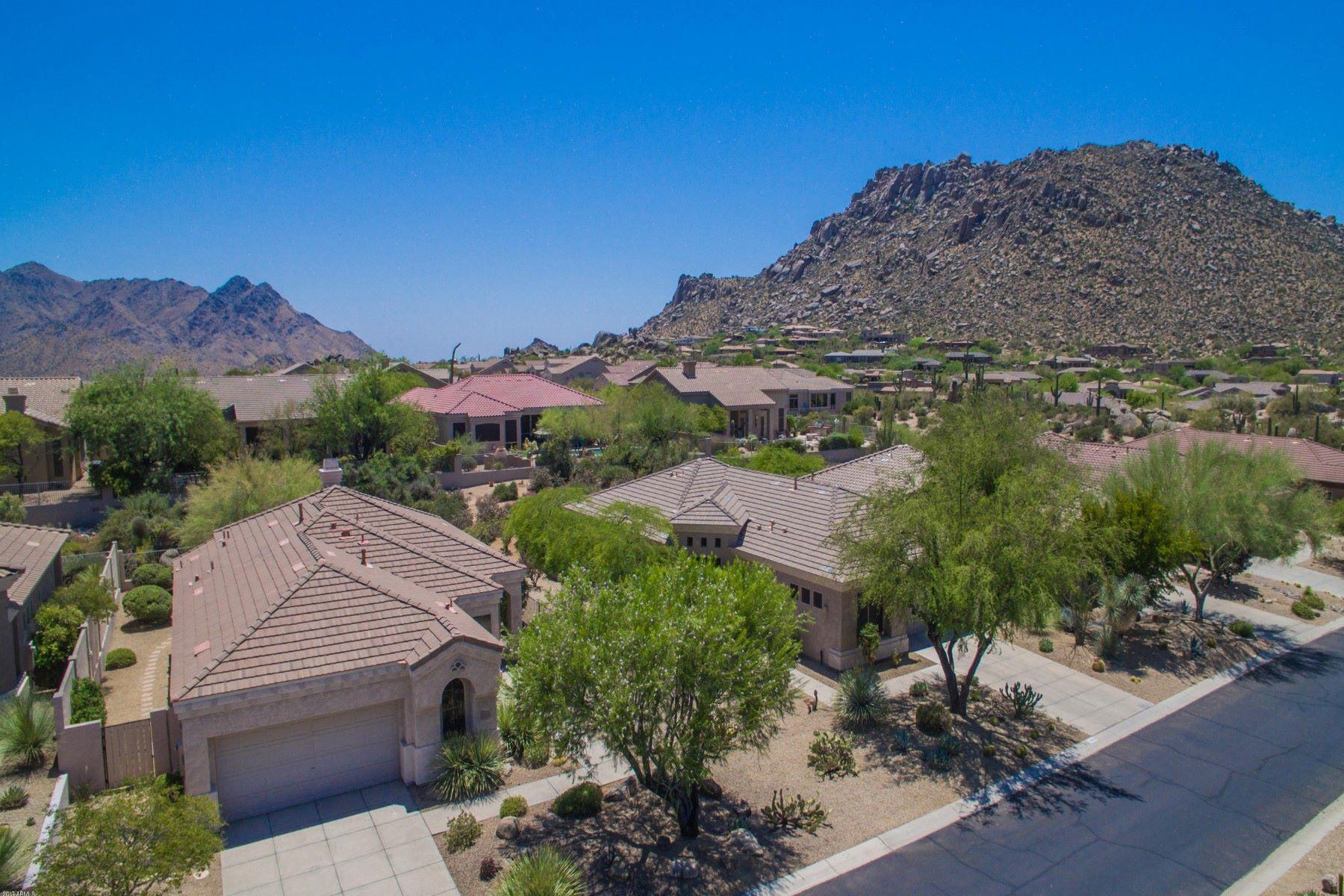 Casa Unifamiliar por un Venta en Perfect lock and leave in the heart of Troon Village 11535 E Christmas Cholla Dr Scottsdale, Arizona, 85255 Estados Unidos