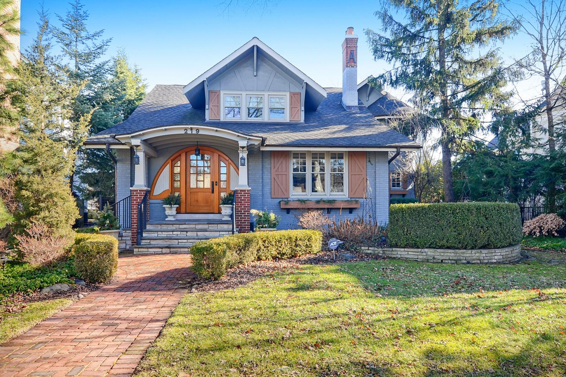 Vivienda unifamiliar por un Venta en Tailored Craftsman Style Hinsdale Home 219 N Lincoln Street, Hinsdale, Illinois, 60521 Estados Unidos