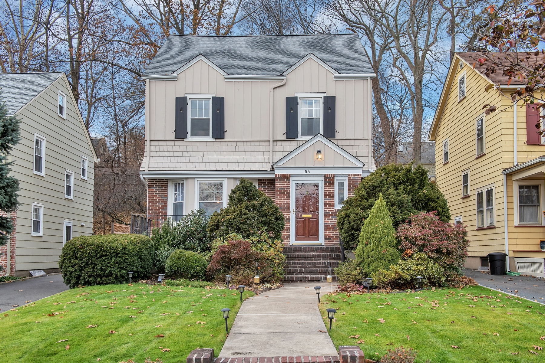Single Family Home for Sale at Sidehall Colonial in Glen Ridge 54 Chapman Place, Glen Ridge, New Jersey 07028 United States