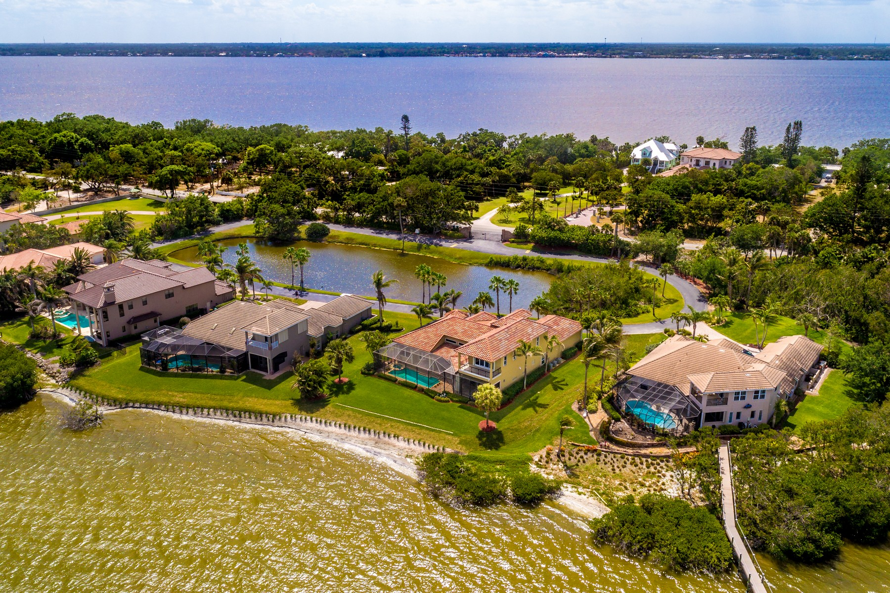 Additional photo for property listing at An Absolute Gem! 8582 Eden Isles Merritt Island, Florida 32952 Amerika Birleşik Devletleri