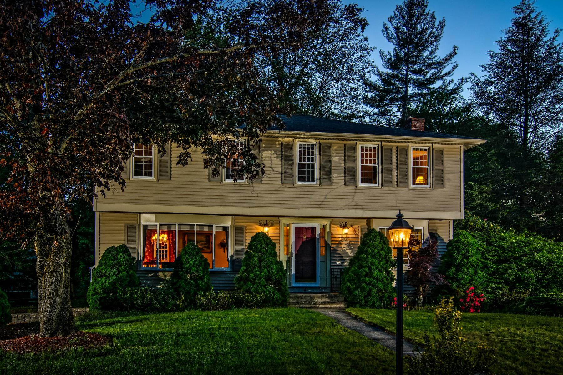 Maison unifamiliale pour l Vente à Garrison Colonial With Hip Roof Architecture 4 Uhlman Drive Westborough, Massachusetts, 01581 États-Unis
