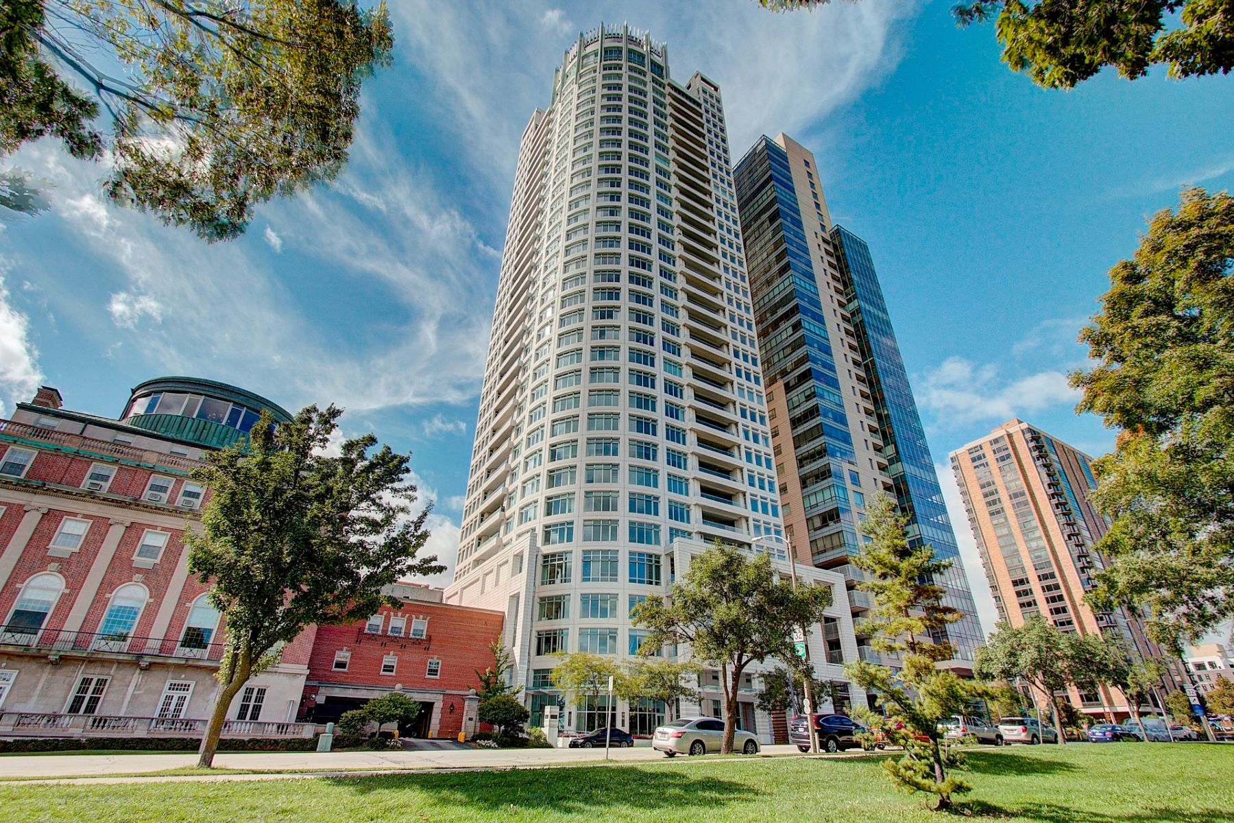 Condominiums for Active at University Club Tower 1502 825 N. Prospect Ave. 1502 Milwaukee, Wisconsin 53202 United States