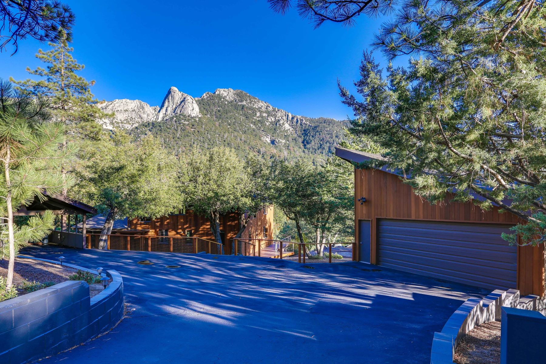 واحد منزل الأسرة للـ Sale في 55051 Forest Haven Drive Idyllwild, California, 92549 United States