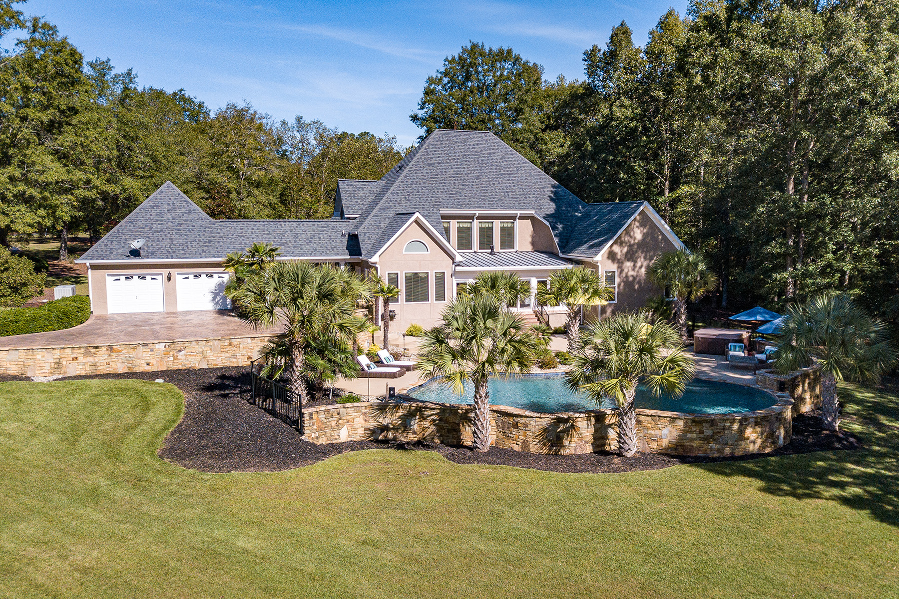 Single Family Homes per Vendita alle ore Immaculately Detailed Estate Just Minutes From Zebulon 20550 Highway 18 Zebulon, Georgia 30295 Stati Uniti