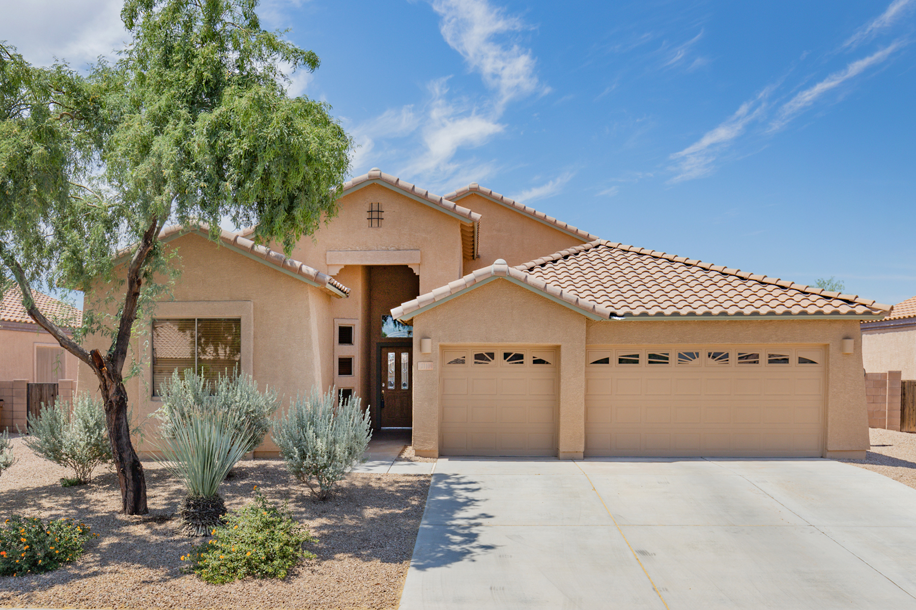 Single Family Homes por un Venta en Welcome Home to Gladden Farms 11109 W. Caracara Drive Marana, Arizona 85653 Estados Unidos
