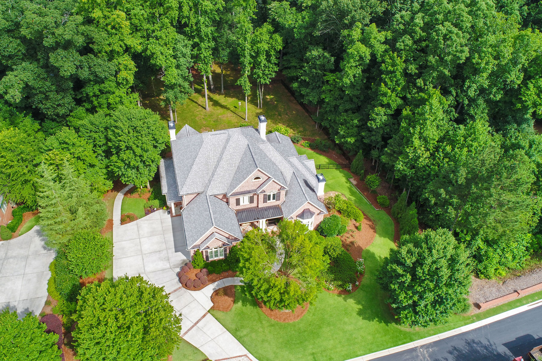 Additional photo for property listing at Spectacular Custom-built Executive Estate with Chattahoochee River Frontage 795 Vista Bluff Drive Johns Creek, Georgia 30097 United States