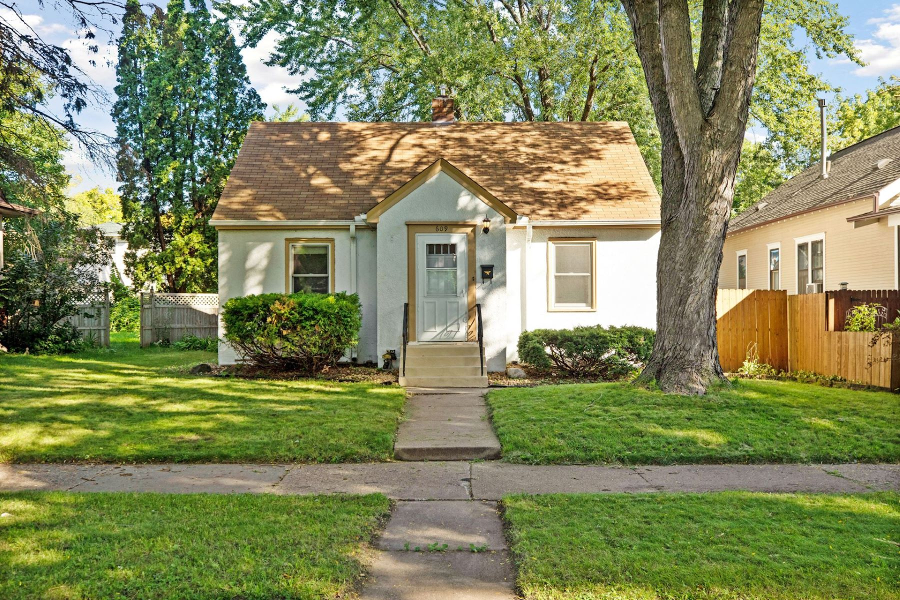 Single Family Homes for Sale at 609 Geranium Avenue E St. Paul, Minnesota 55130 United States