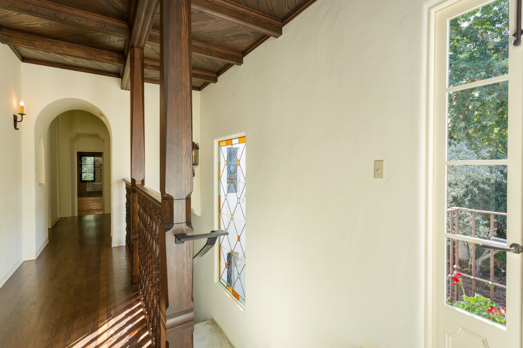 Additional photo for property listing at 715 El Toro Rd  Ojai, California 93023 United States