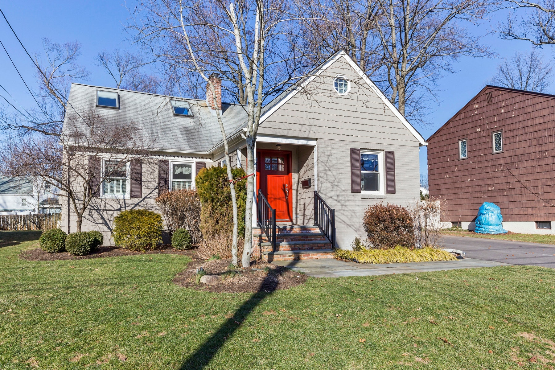 Single Family Homes for Sale at Charming With Great Location 202 Vinton Circle Fanwood, New Jersey 07023 United States